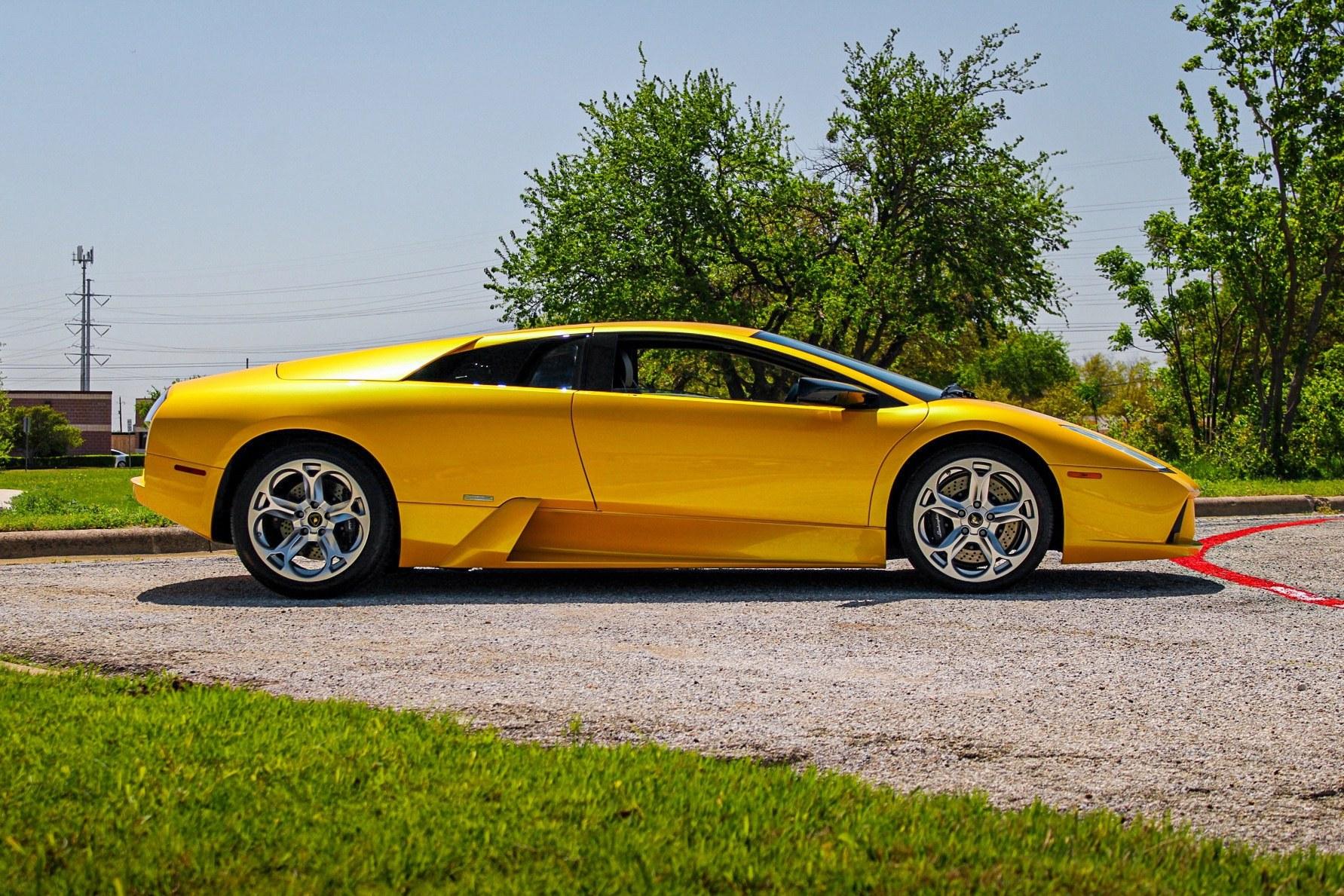2003_Lamborghini_Murcielago_manual_0045