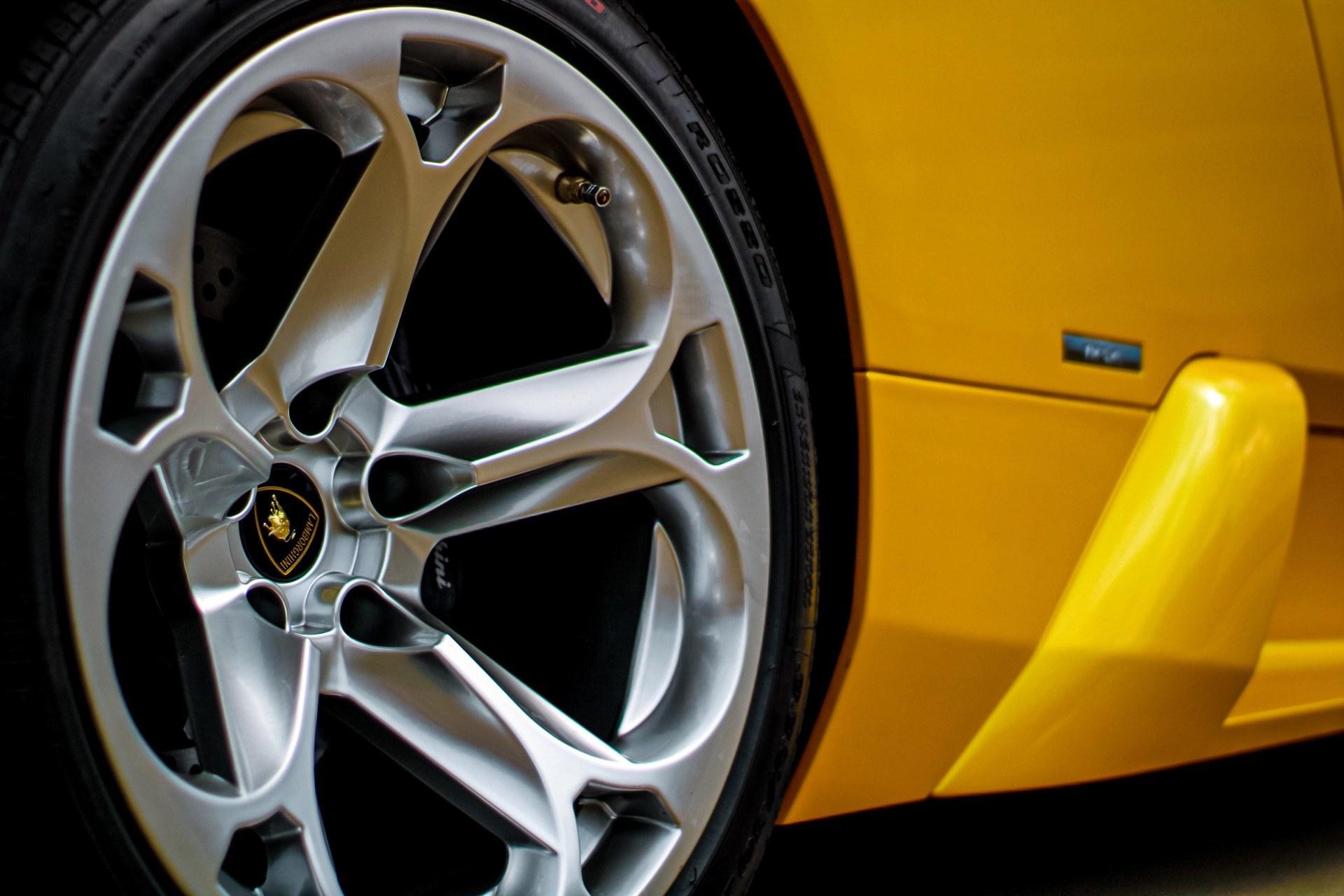 2003_Lamborghini_Murcielago_manual_0048