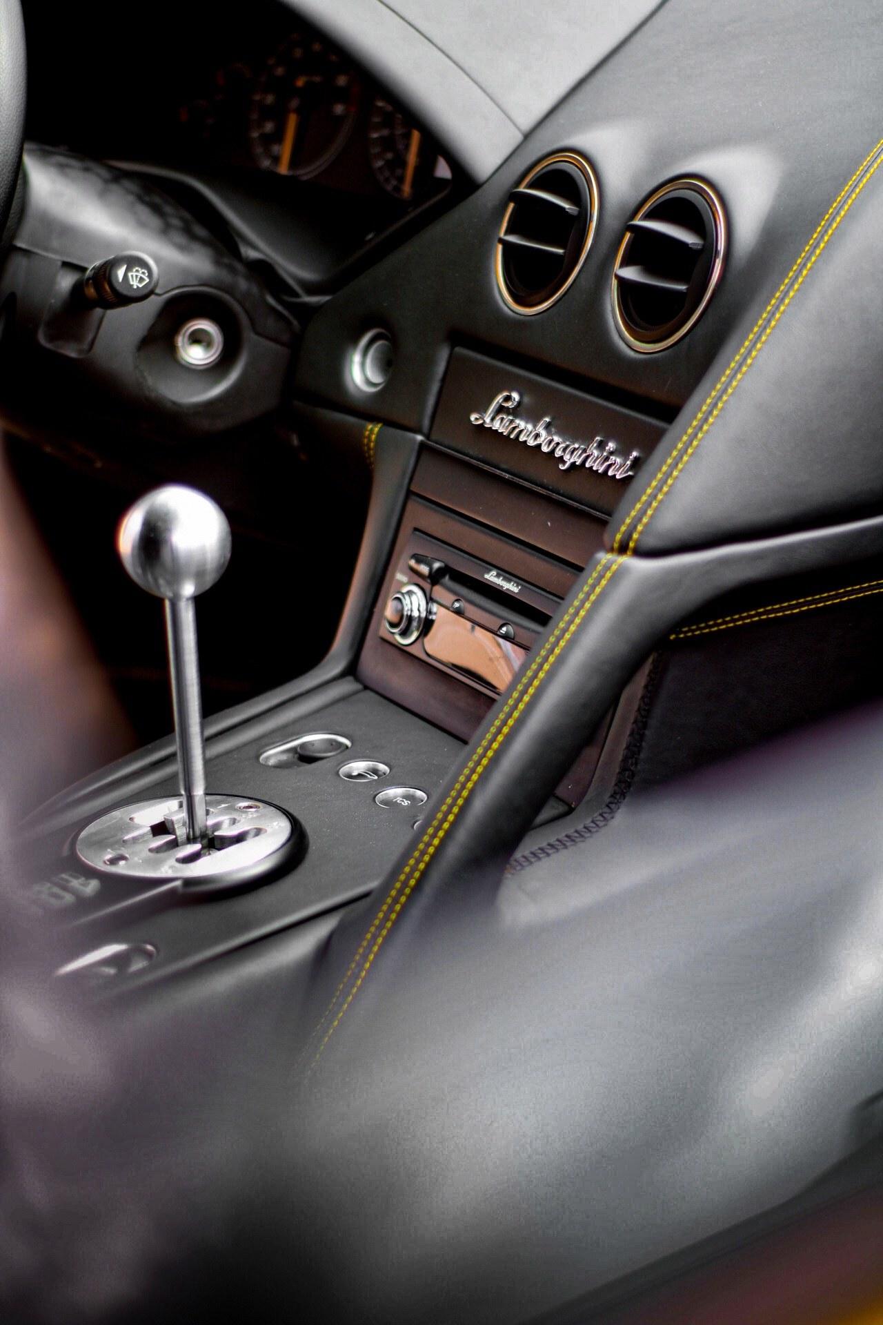 2003_Lamborghini_Murcielago_manual_0049