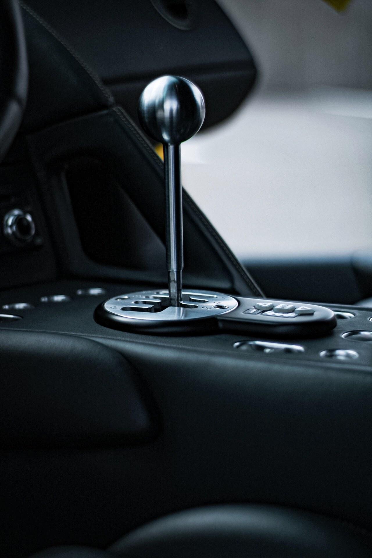 2003_Lamborghini_Murcielago_manual_0052