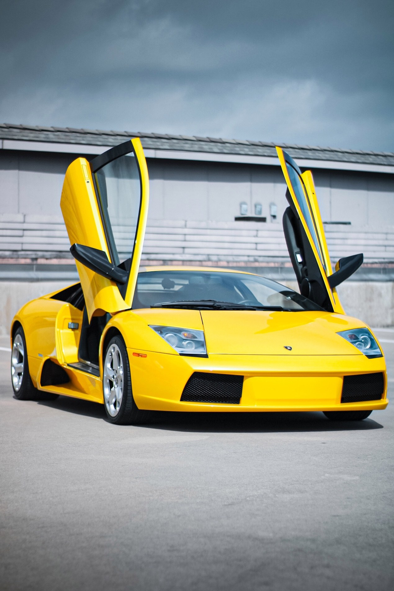 2003_Lamborghini_Murcielago_manual_0054