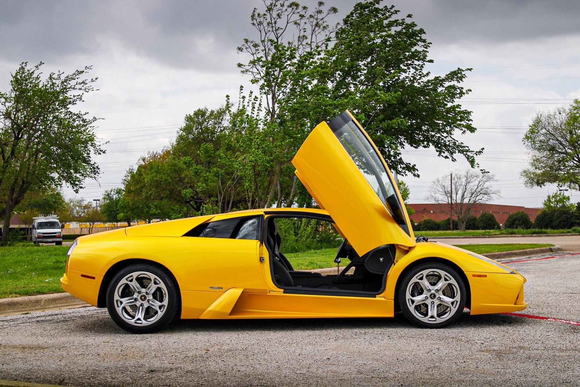 2003_Lamborghini_Murcielago_manual_0057