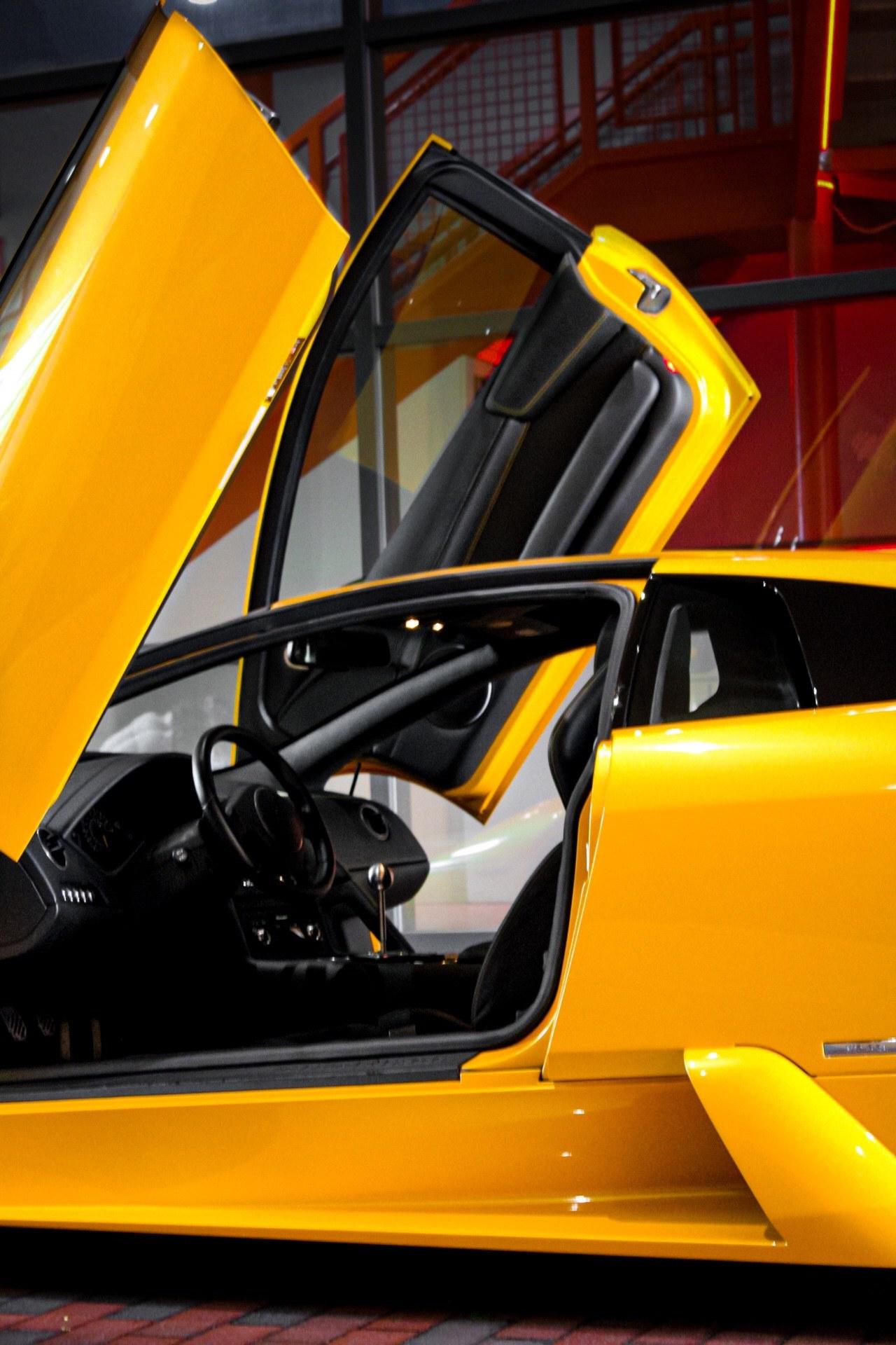 2003_Lamborghini_Murcielago_manual_0064