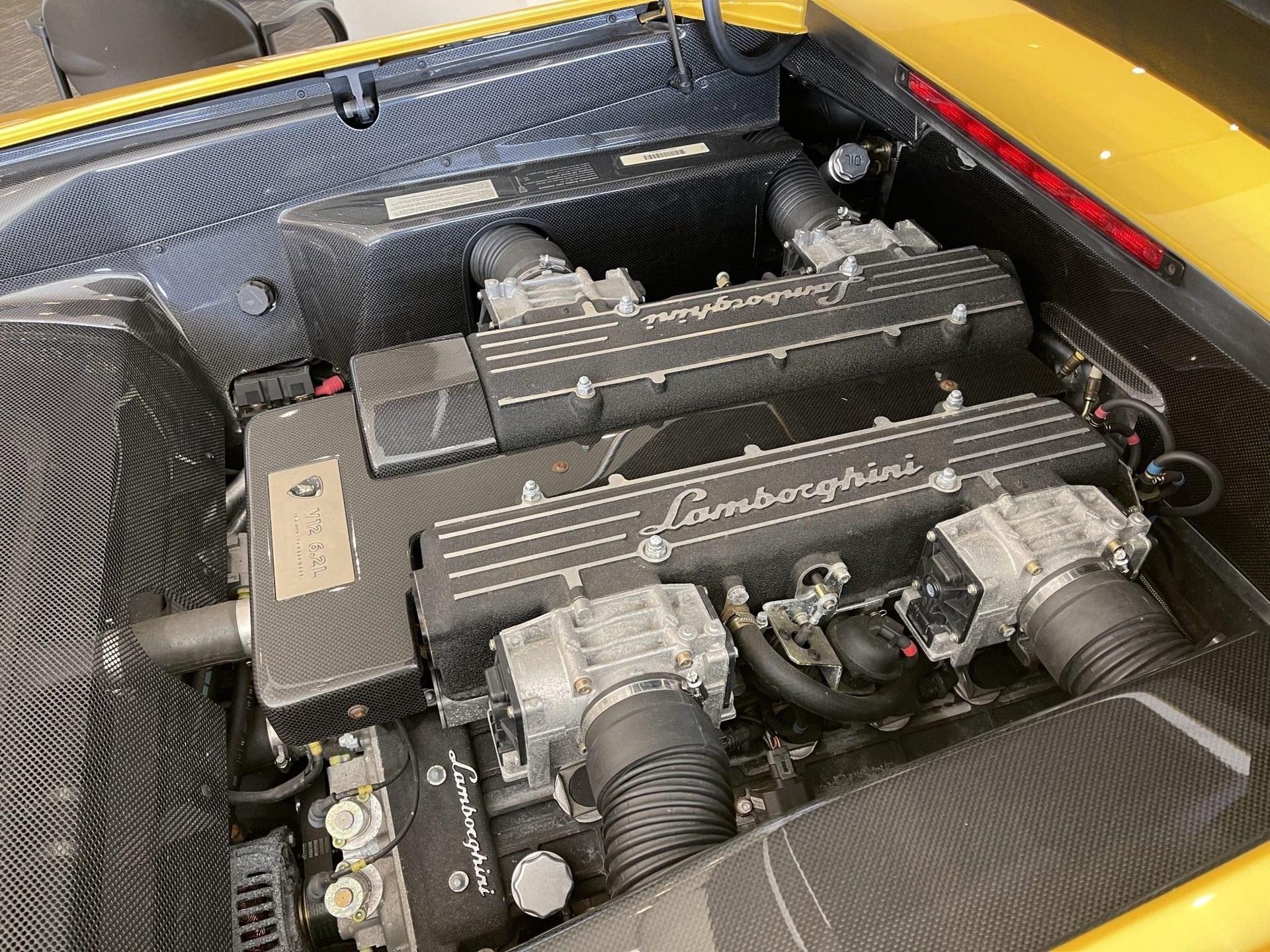 2003_Lamborghini_Murcielago_manual_0068
