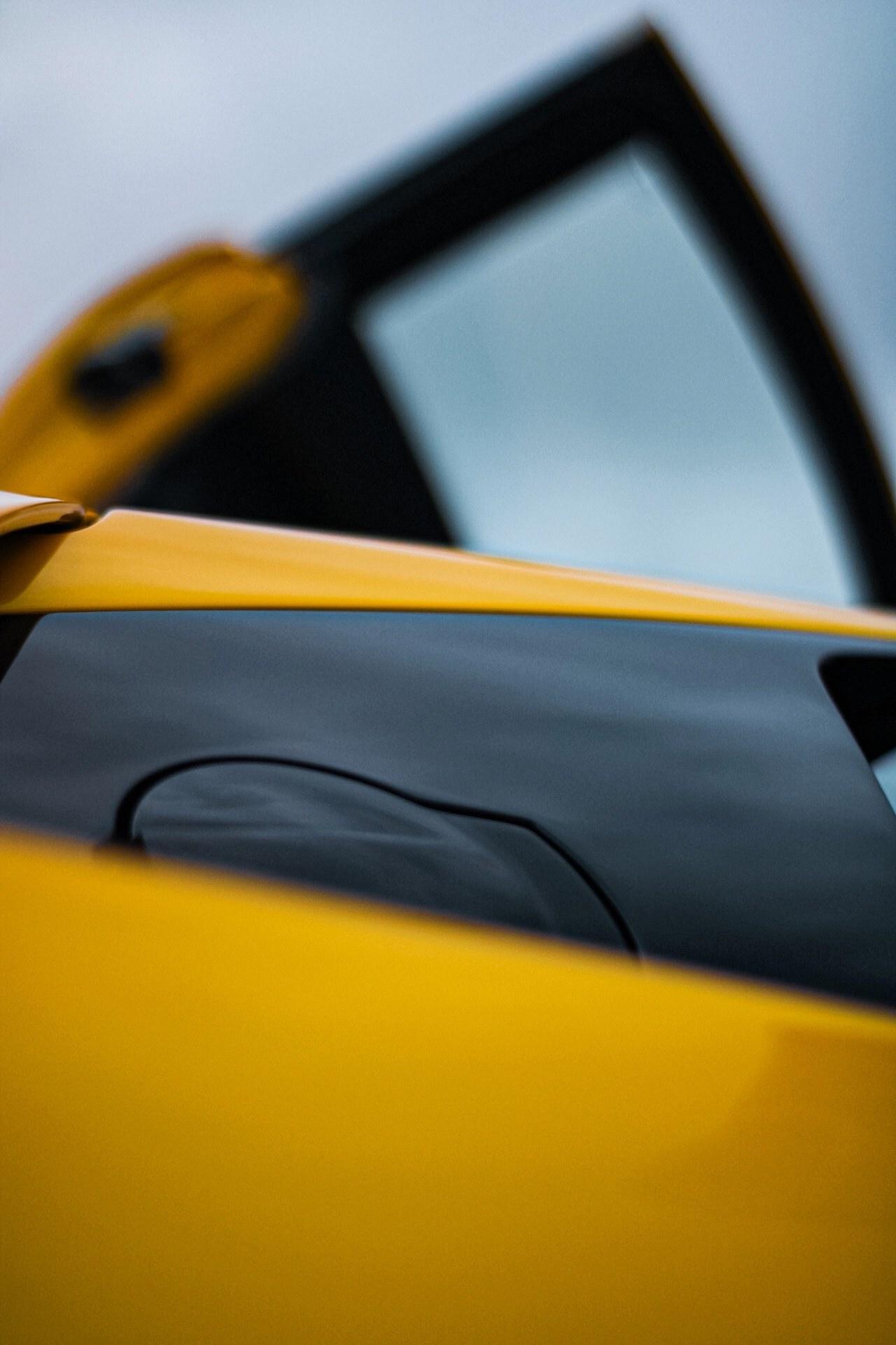 2003_Lamborghini_Murcielago_manual_0070