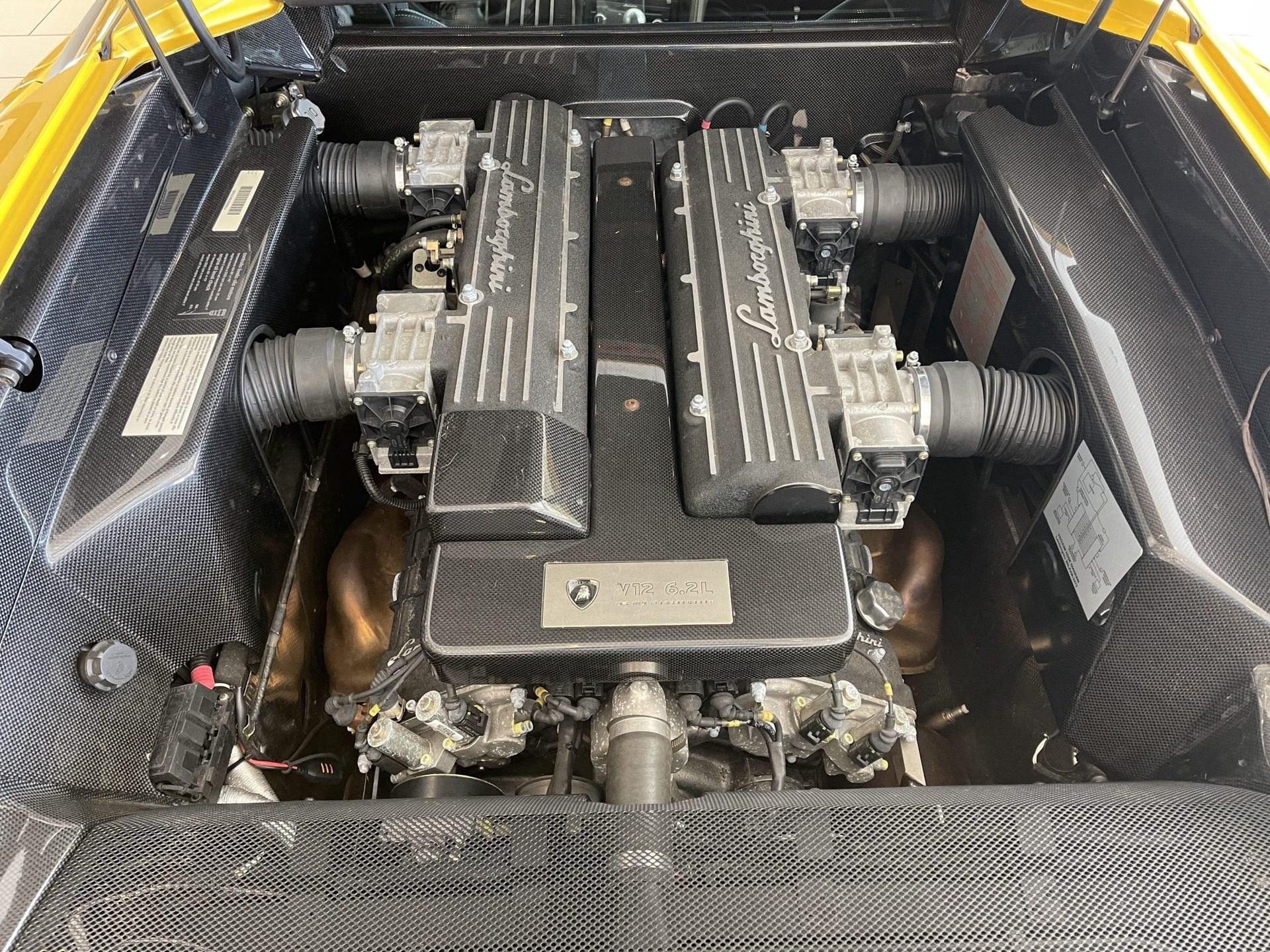 2003_Lamborghini_Murcielago_manual_0071