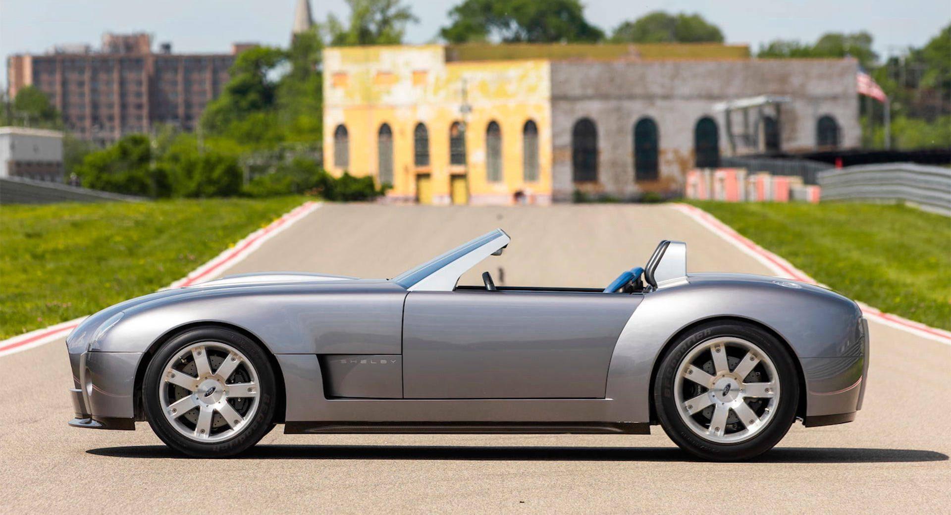 2004_Ford_Shelby_Cobra_Concept-0001