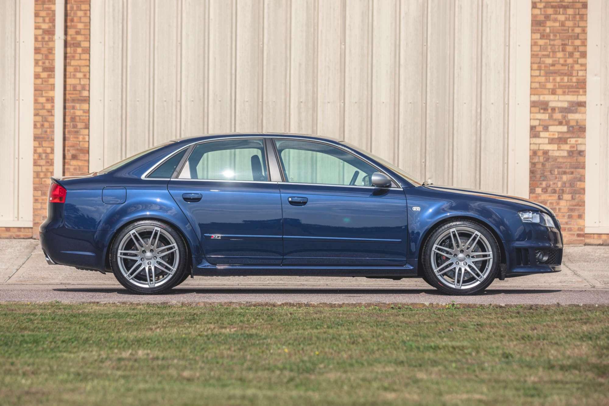 2007_Audi_RS4_B7_sale-0002