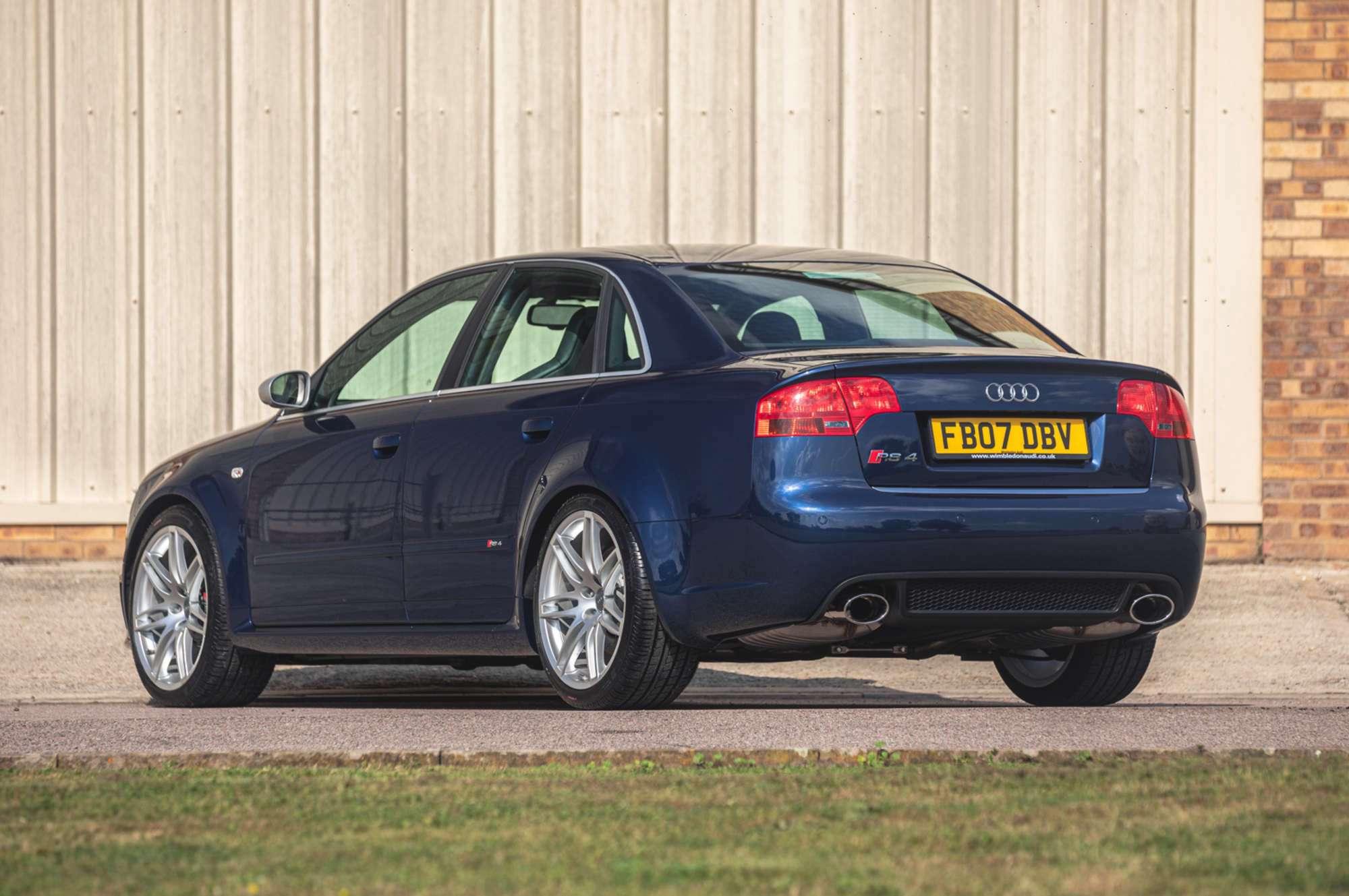 2007_Audi_RS4_B7_sale-0004