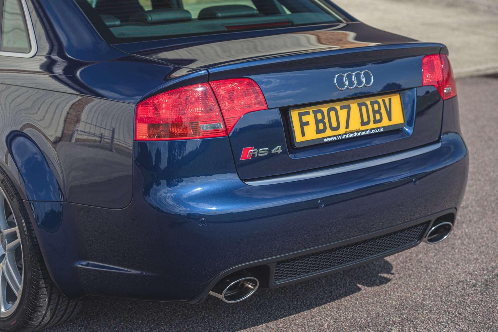 2007_Audi_RS4_B7_sale-0007