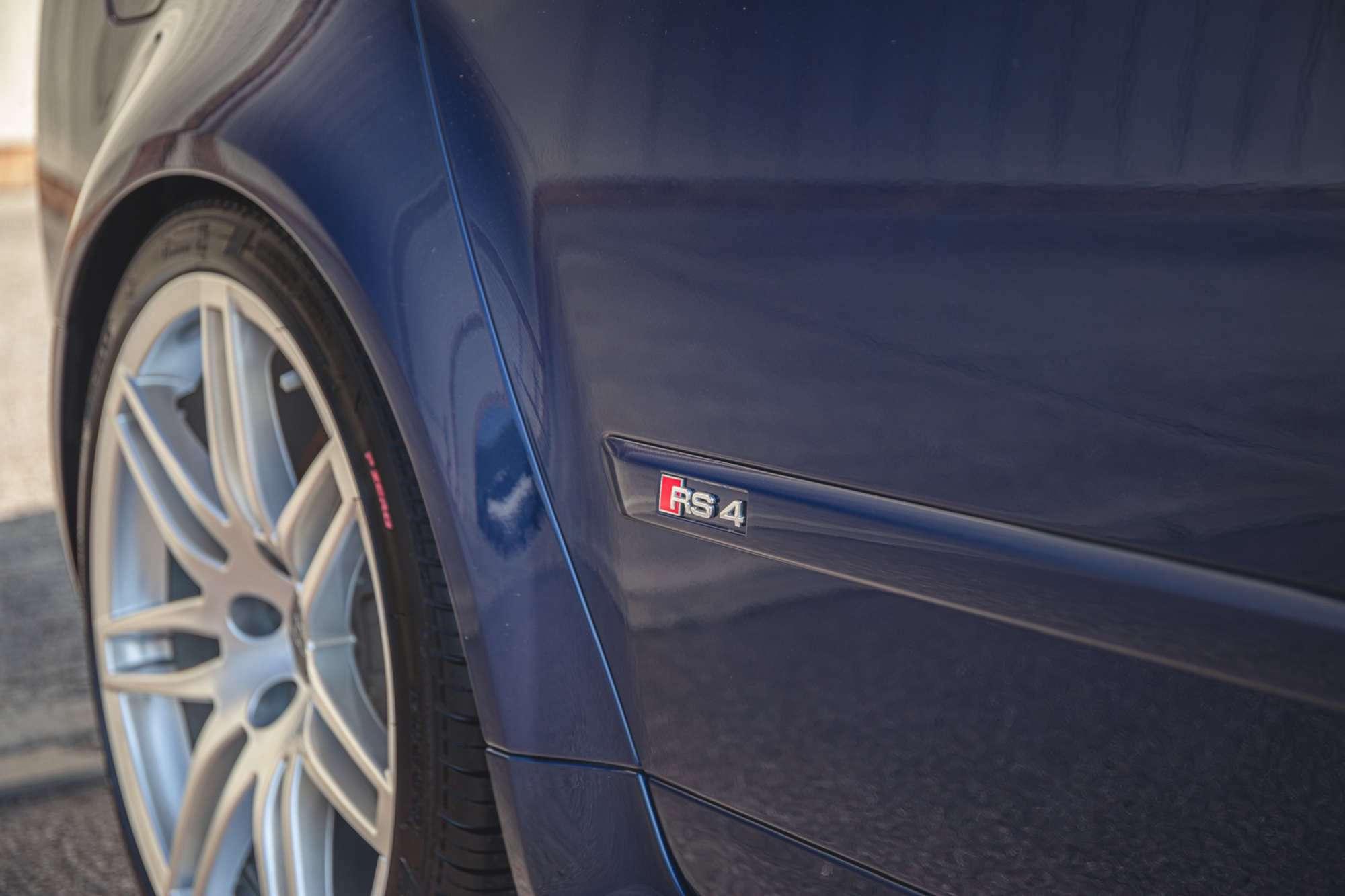 2007_Audi_RS4_B7_sale-0012