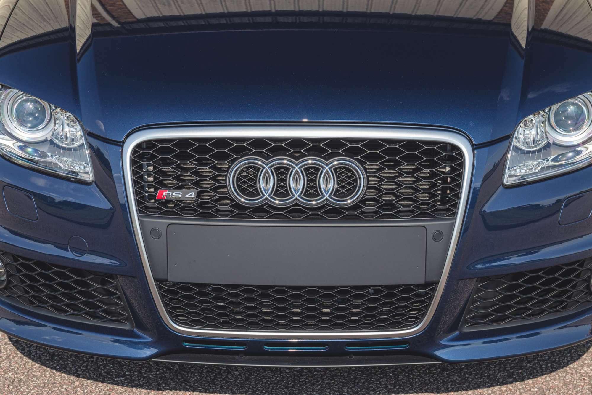 2007_Audi_RS4_B7_sale-0018