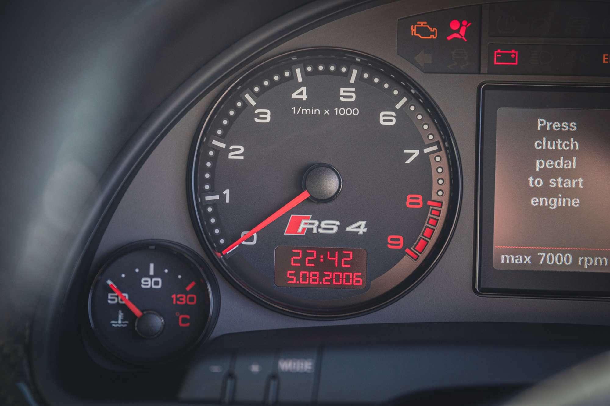 2007_Audi_RS4_B7_sale-0024