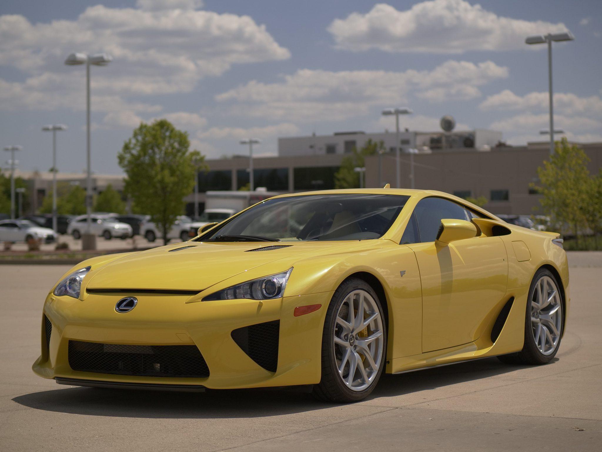 2012_Lexus_LFA_sale-0001