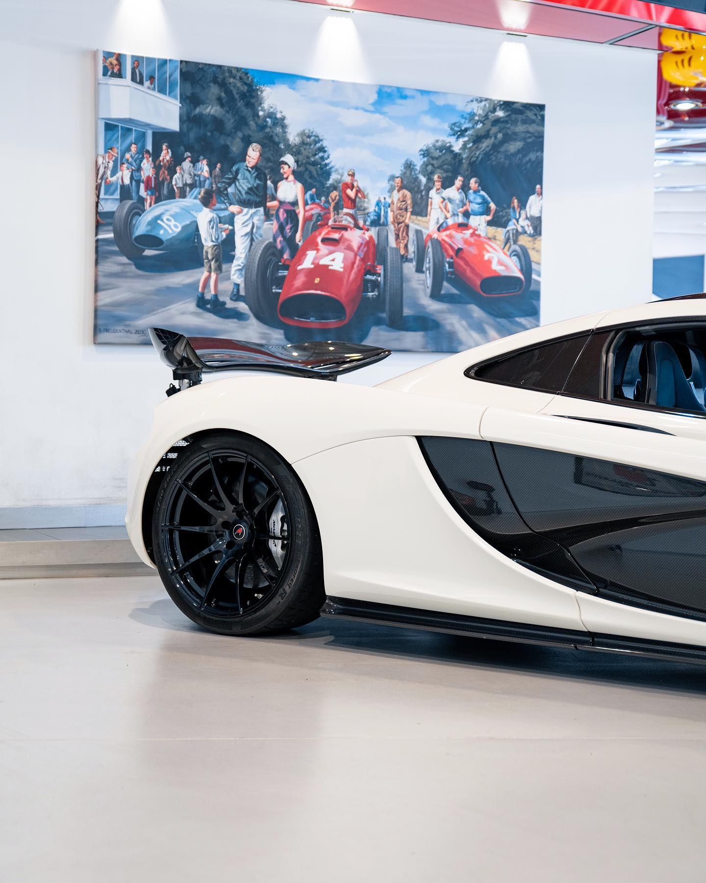 2013_McLaren_P1_sale-0001