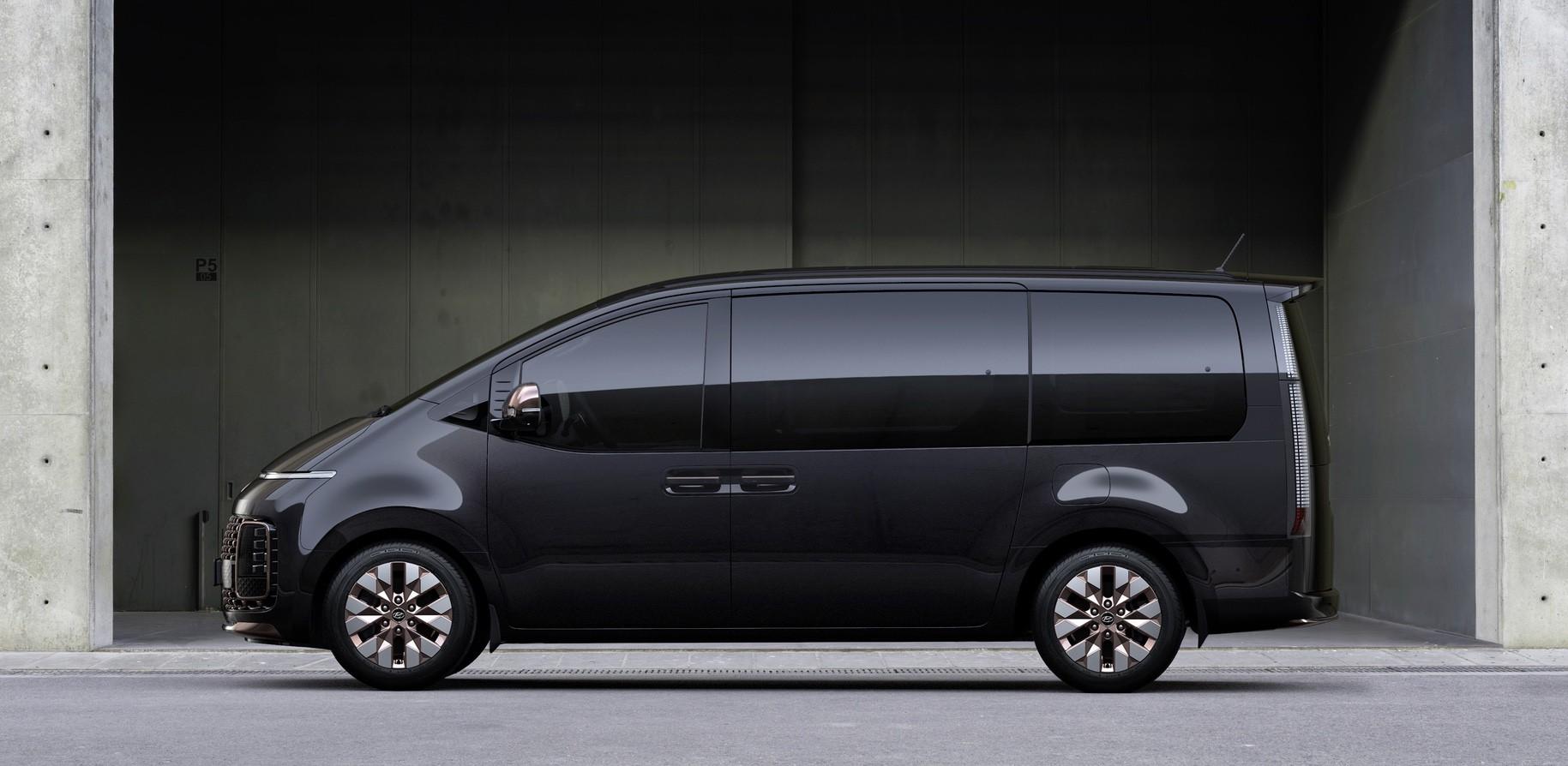 2021_Hyundai_Staria-0003