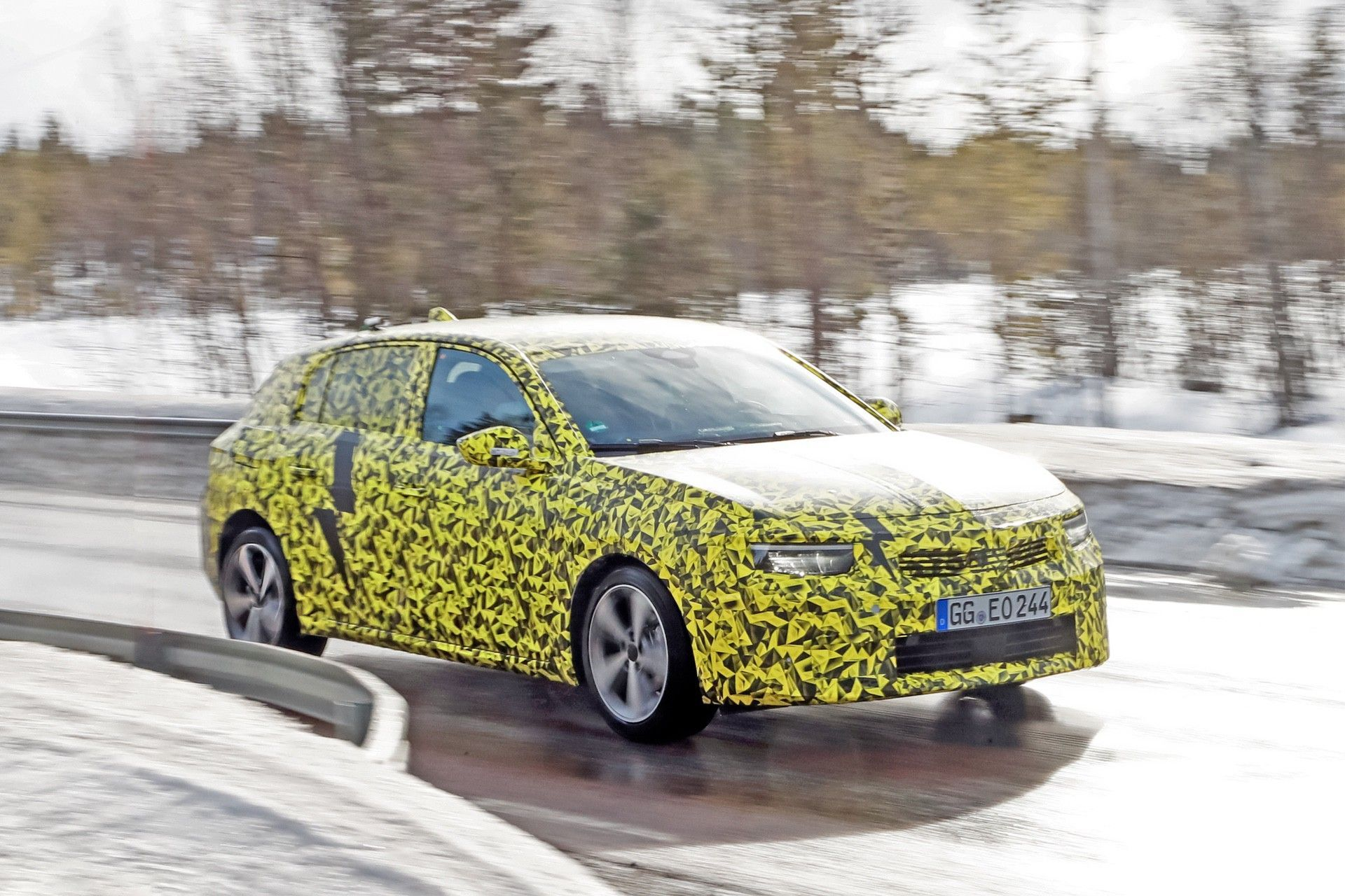 2021_Opel_Astra_official_spy-0001