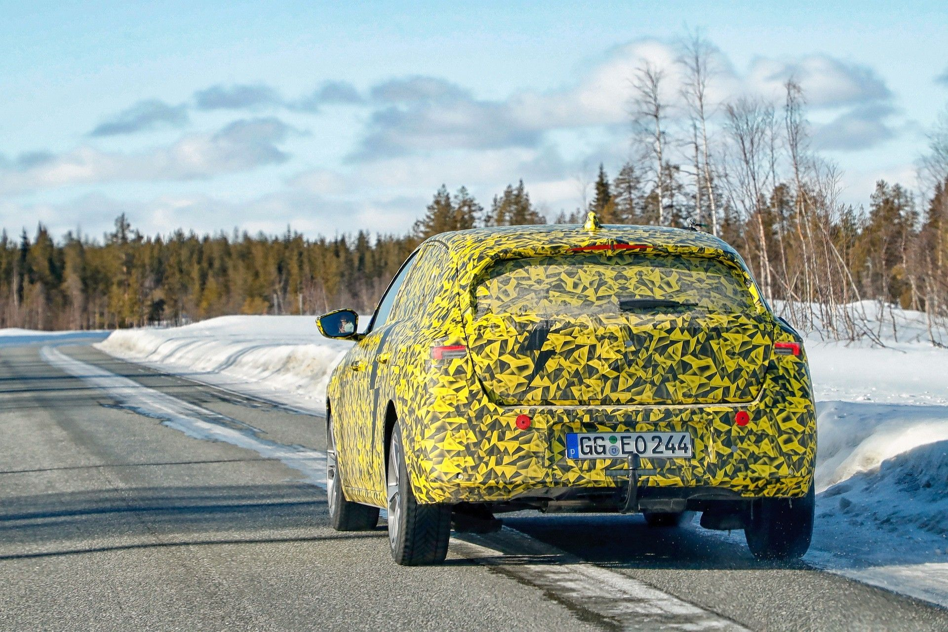 2021_Opel_Astra_official_spy-0002