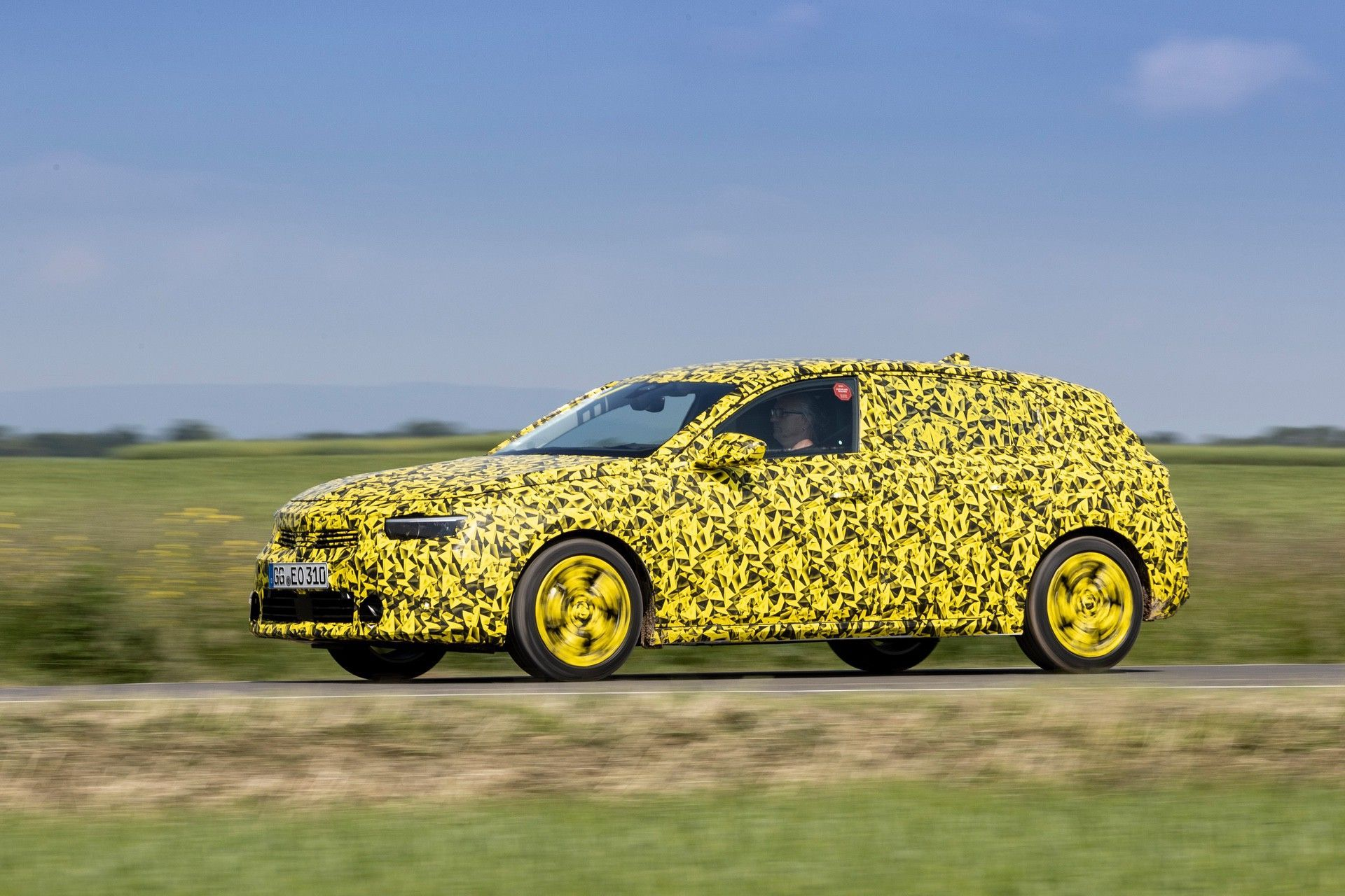 2021_Opel_Astra_official_spy-0005