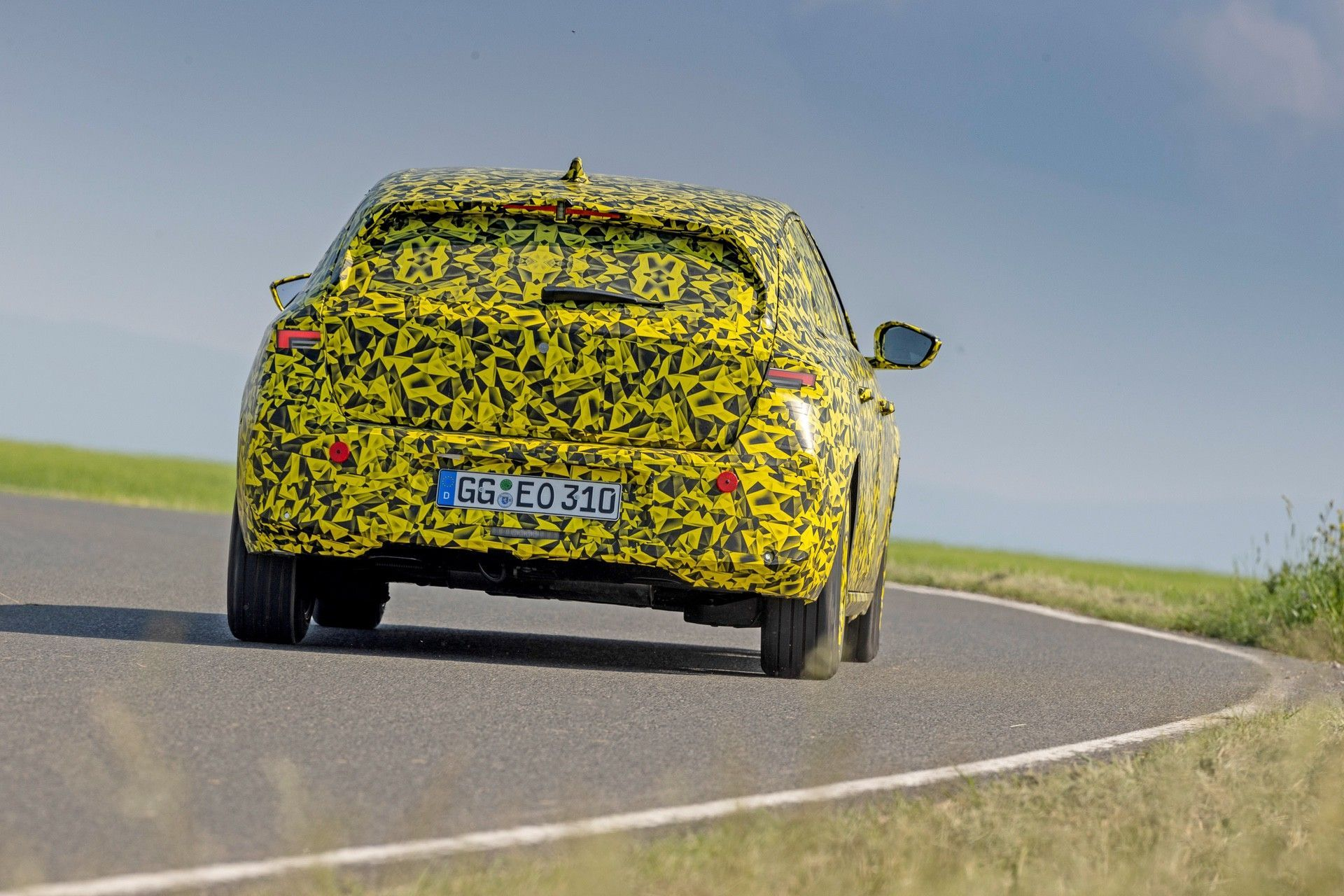 2021_Opel_Astra_official_spy-0006