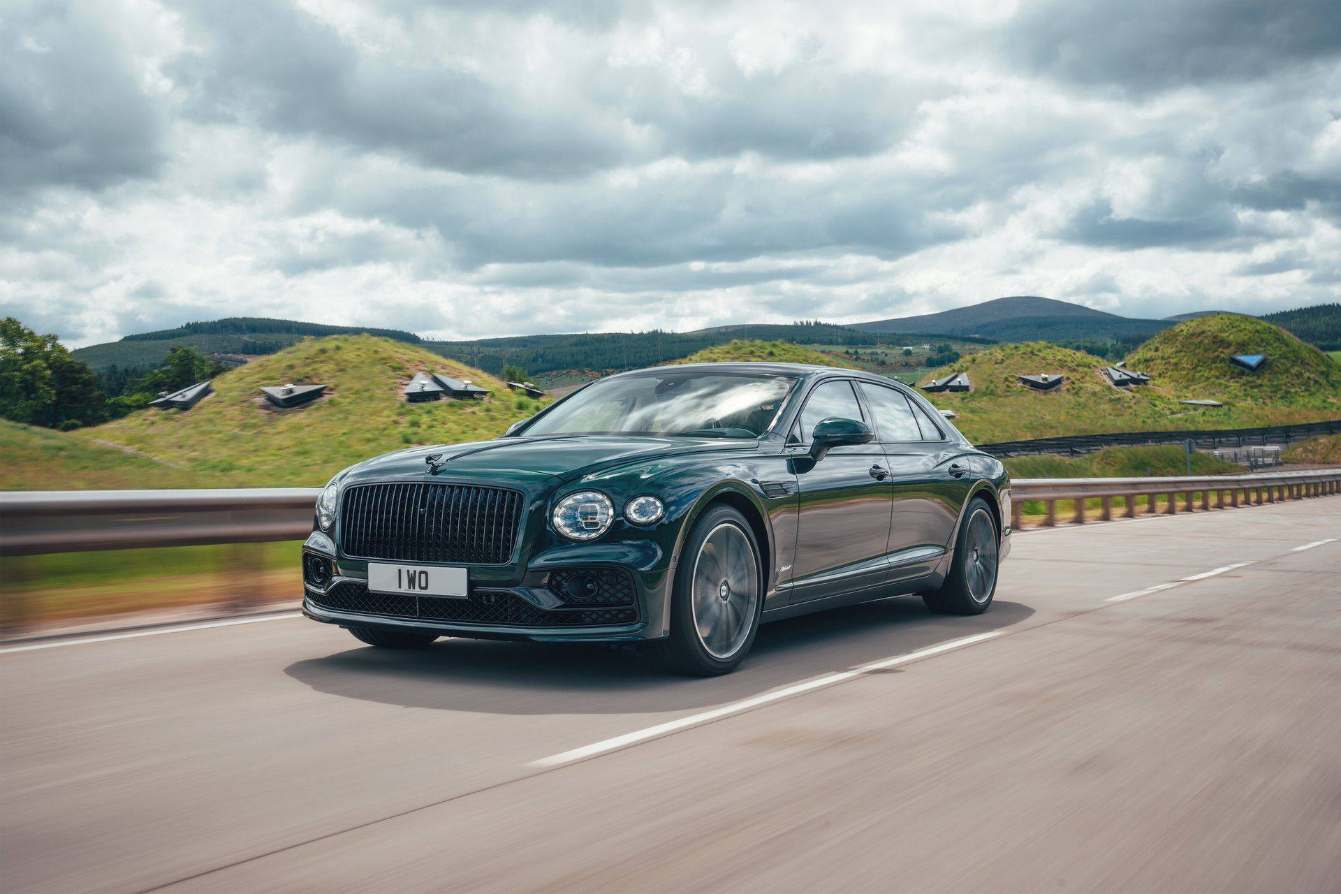 2022_Bentley_Flying_Spur_Hybrid-0002