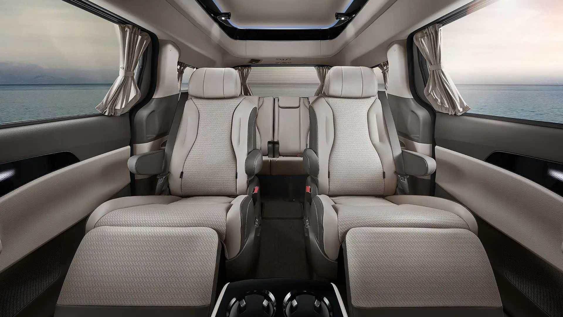 2022_Kia_Carnival_Hi-Limousine_KDM-0002