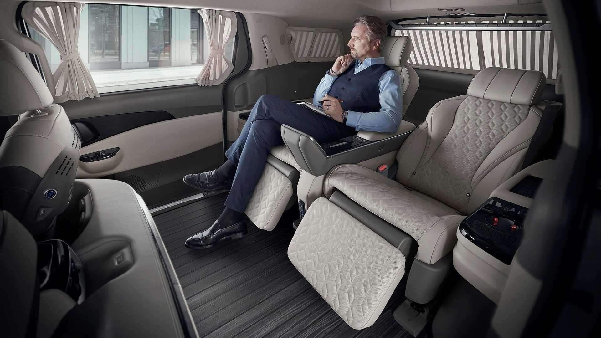 2022_Kia_Carnival_Hi-Limousine_KDM-0021