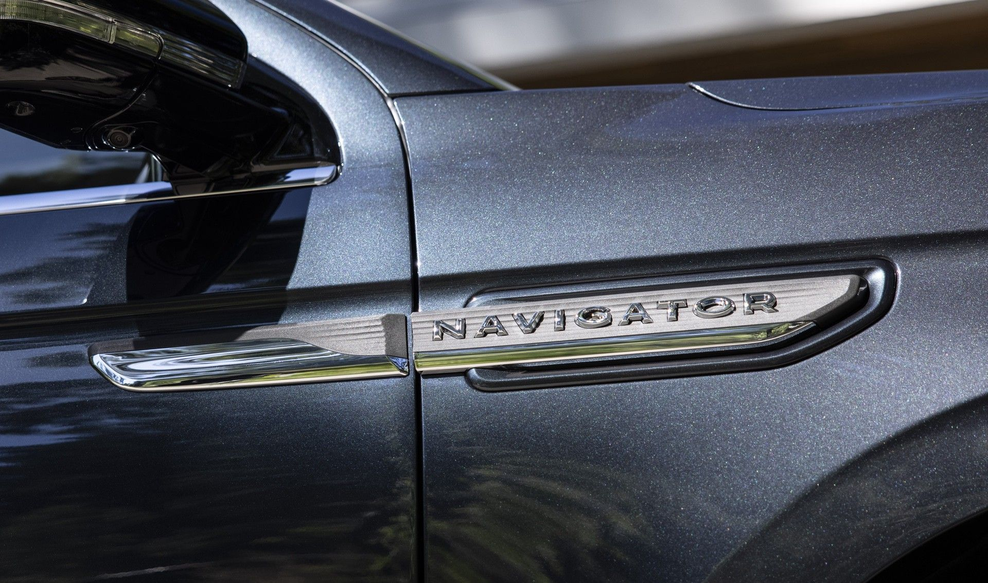 2022-Lincoln-Navigator_Flight-Blue-Reserve_06