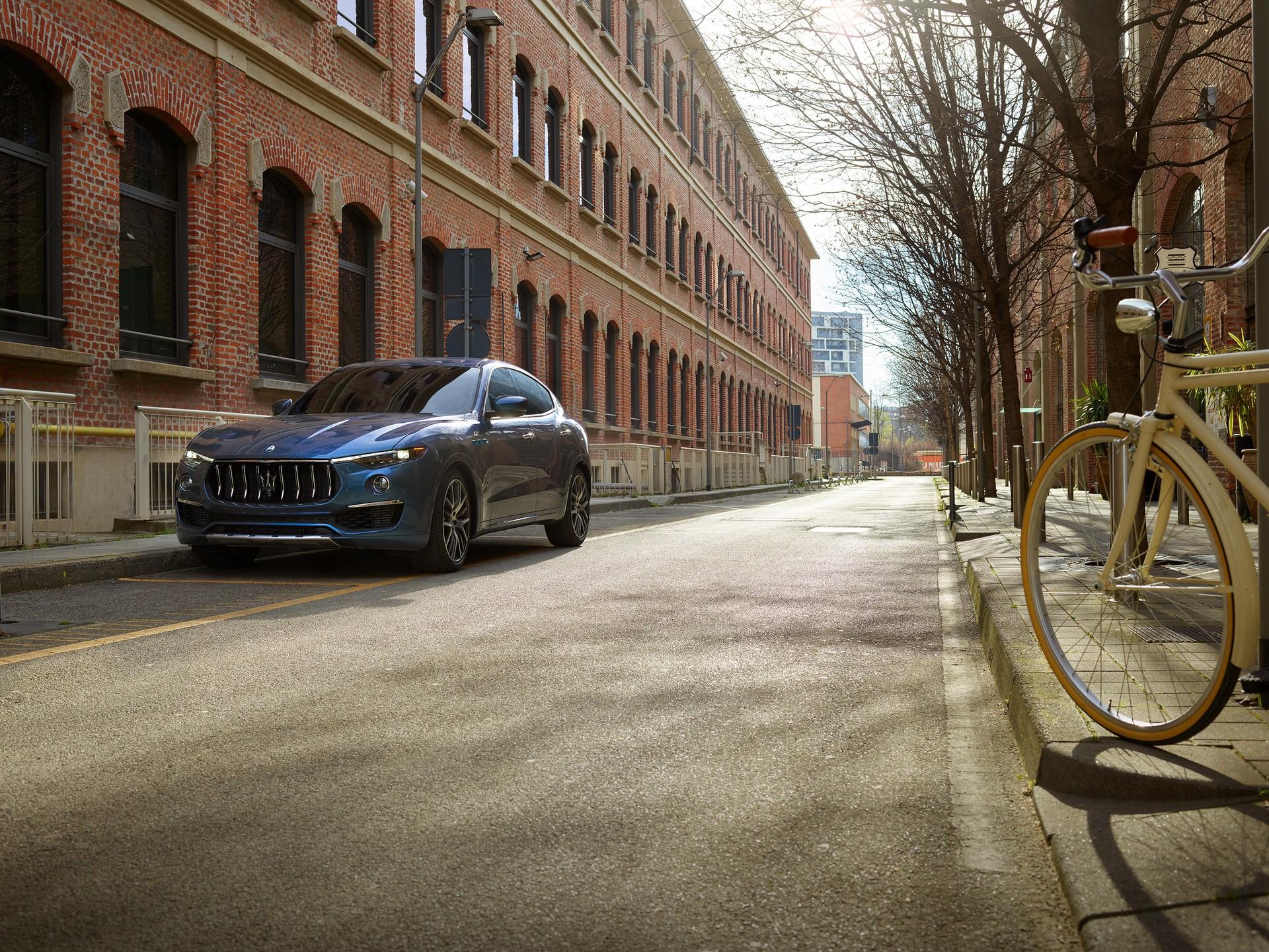 2022_Maserati_Levante_Hybrid-0005