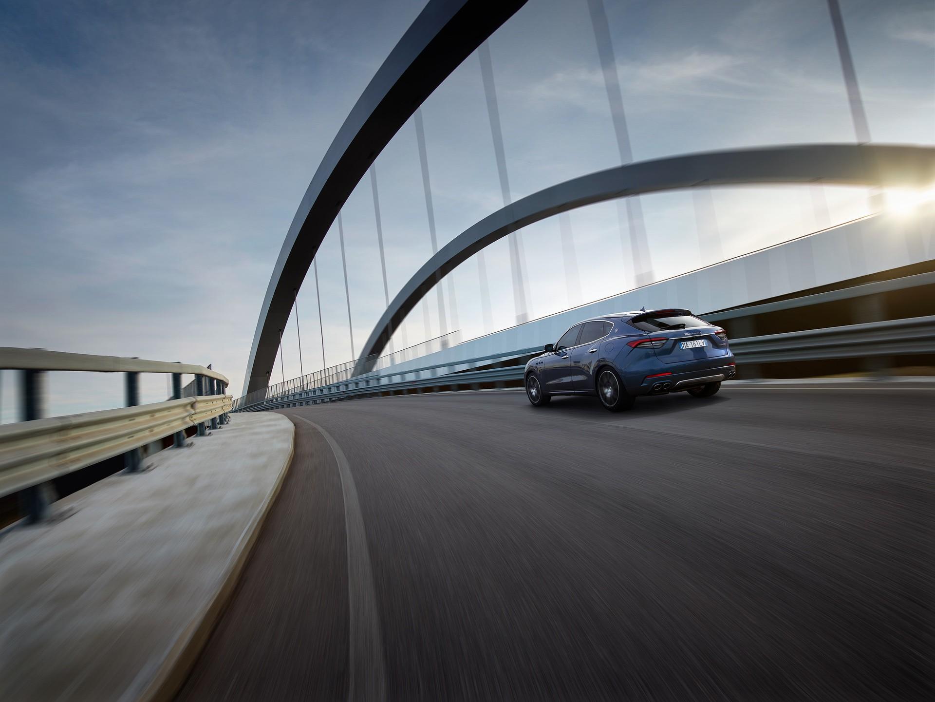 2022_Maserati_Levante_Hybrid-0016