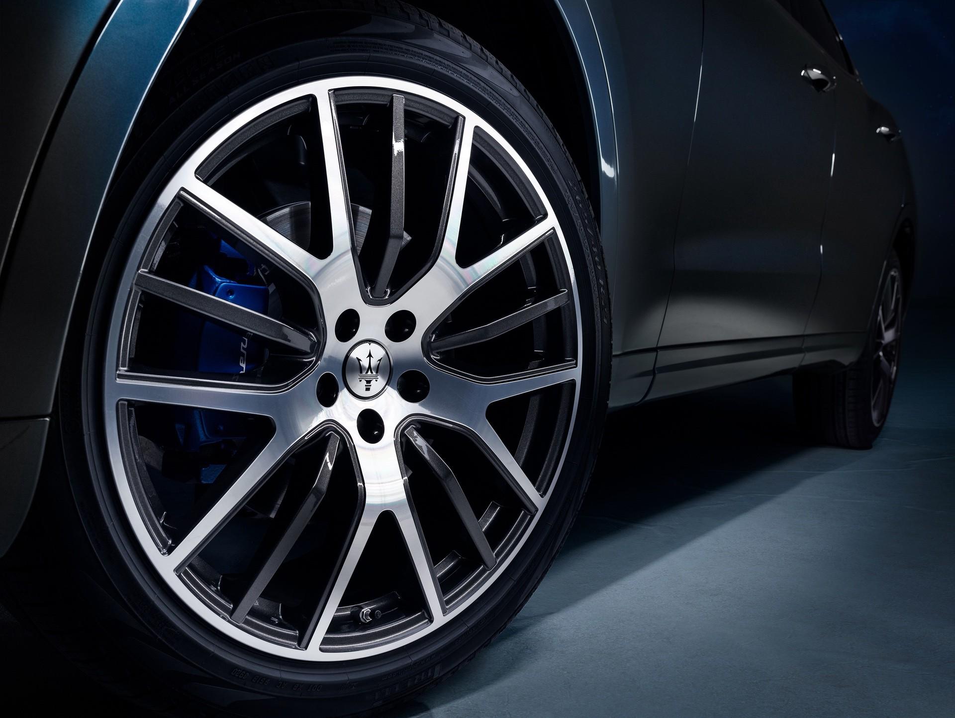 2022_Maserati_Levante_Hybrid-0028