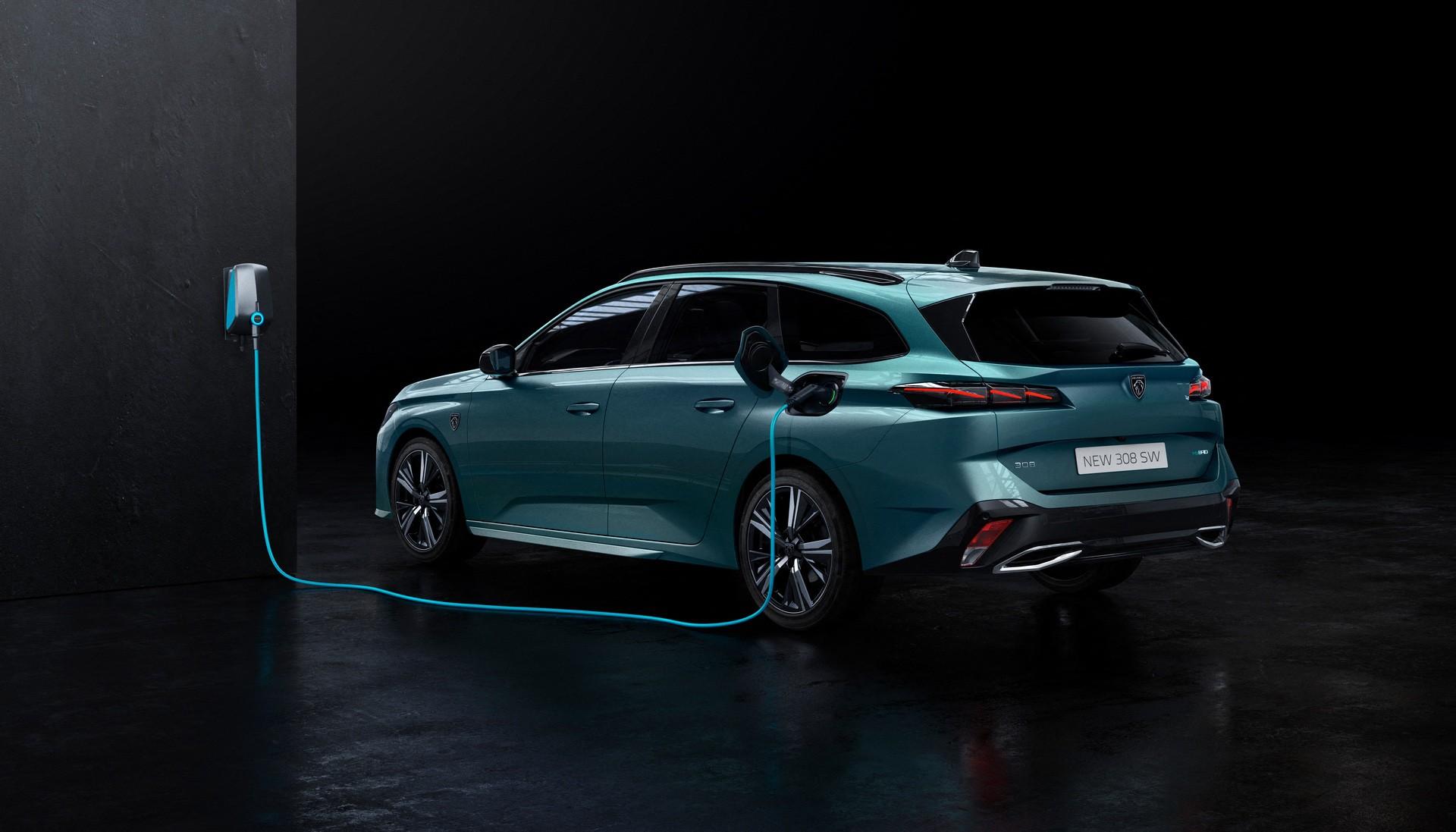 2022_Peugeot_308_SW-0014