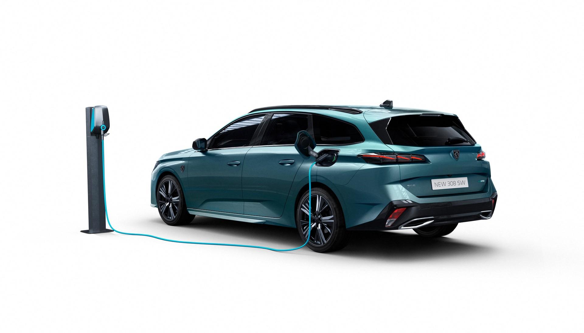 2022_Peugeot_308_SW-0015