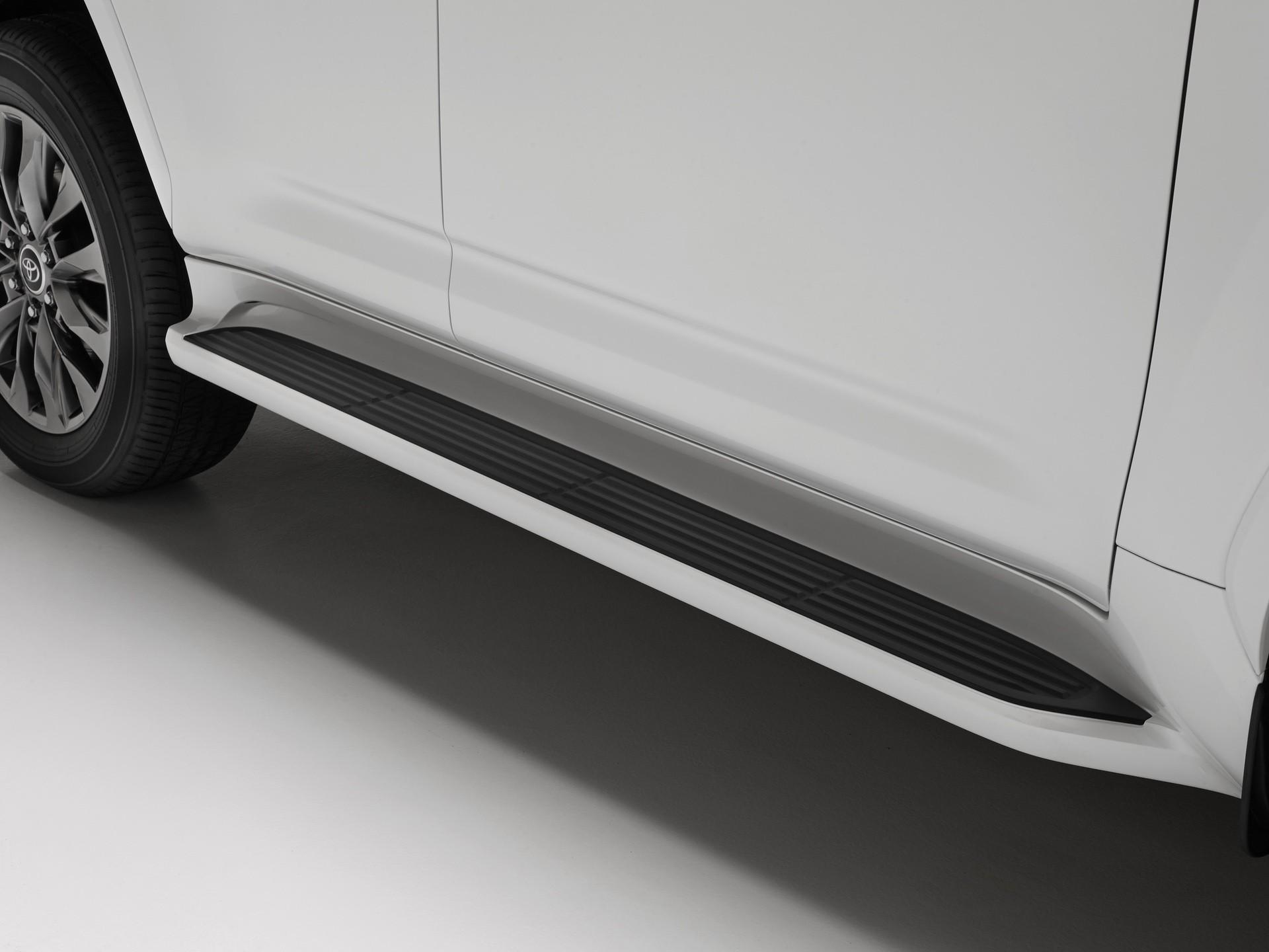 2021_Toyota_Land_Cruiser-0015