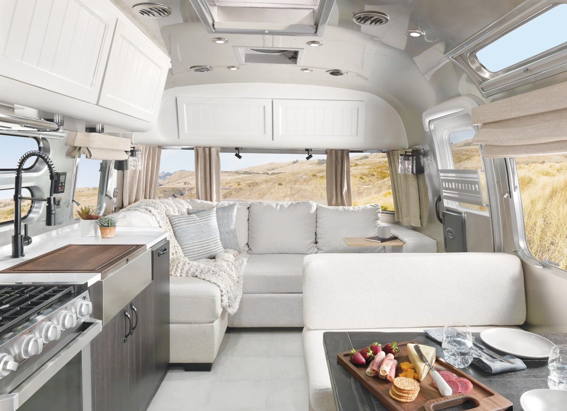 Airstream_Pottery_Barn_Special_Edition-0004