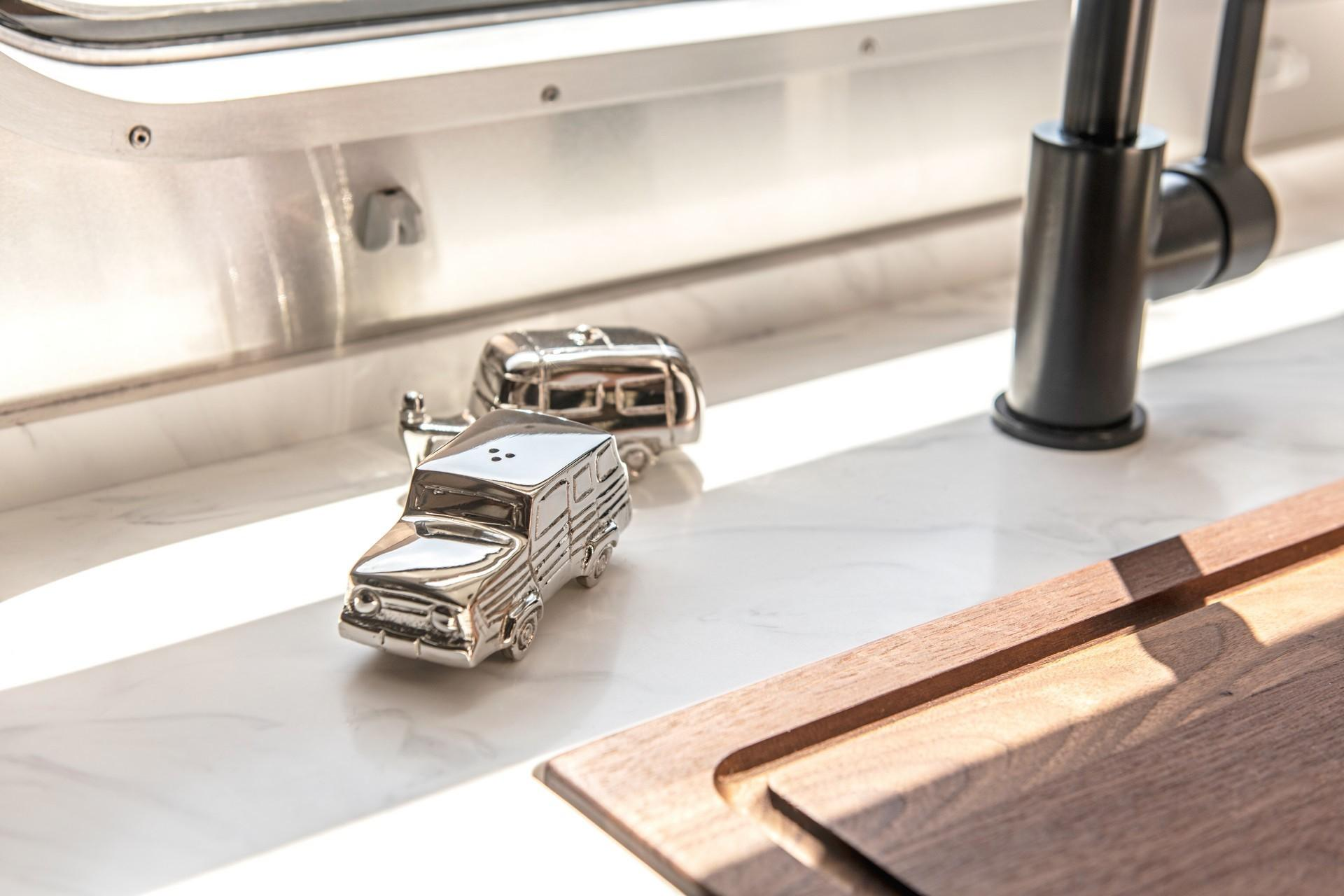Airstream_Pottery_Barn_Special_Edition-0012