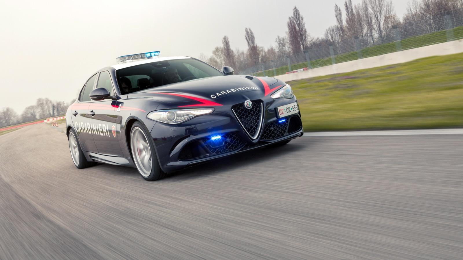 Alfa-Romeo-Giulia-Italy-Police-1