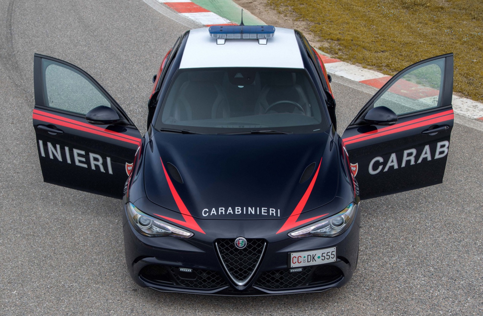 Alfa-Romeo-Giulia-Italy-Police-2
