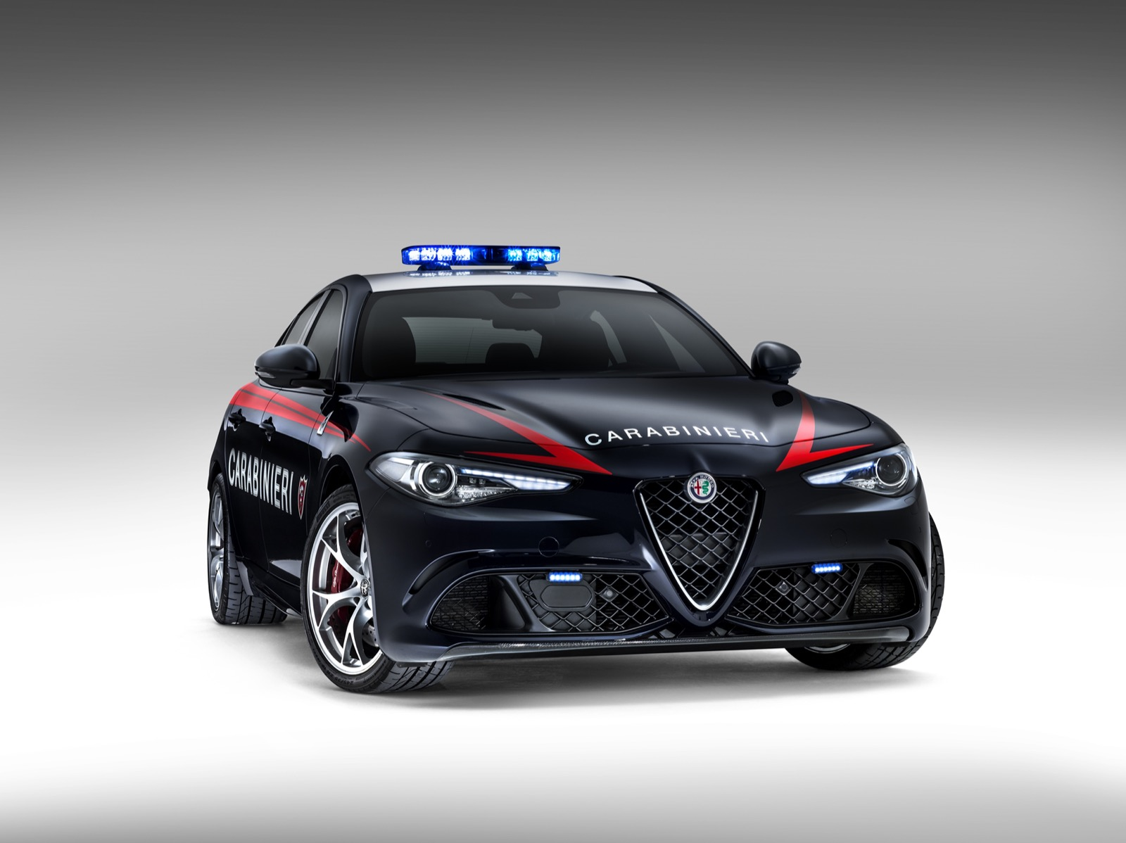 Alfa-Romeo-Giulia-Italy-Police-8