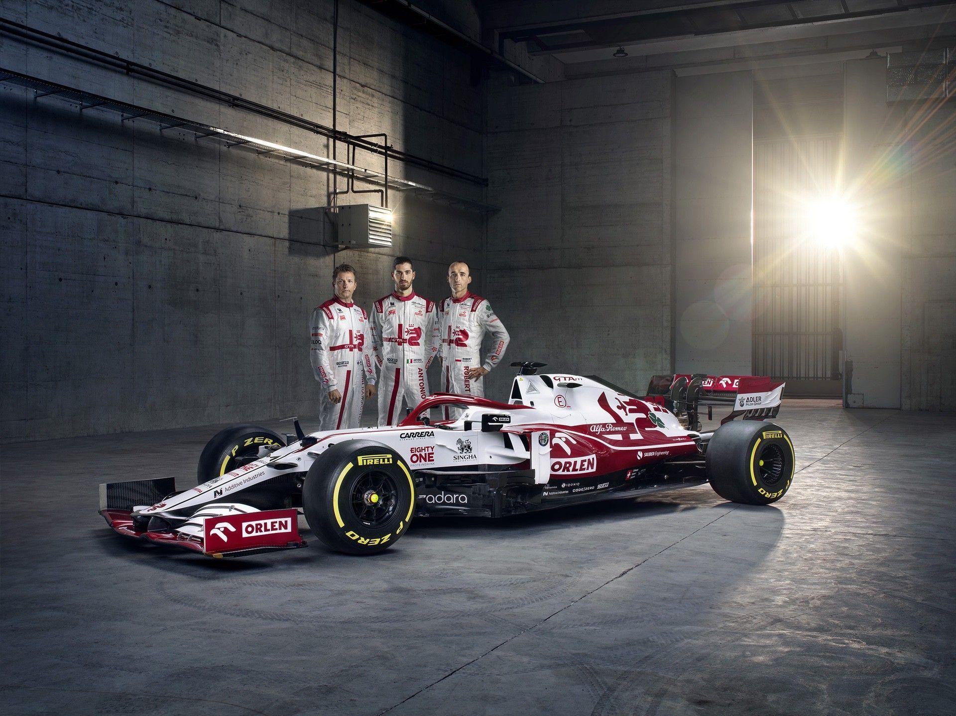 Alfa-Romeo-Racing-ORLEN-with-Drivers-1