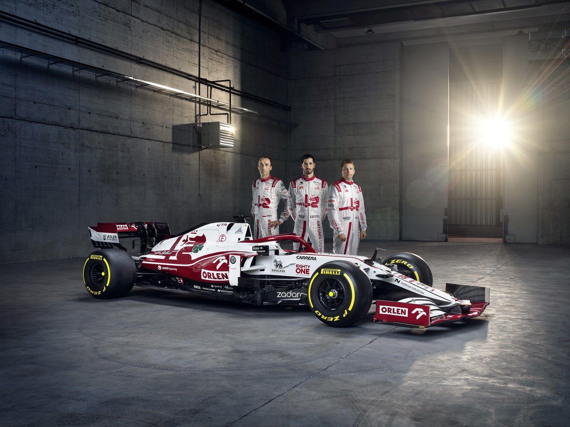 Alfa-Romeo-Racing-ORLEN-with-Drivers-2