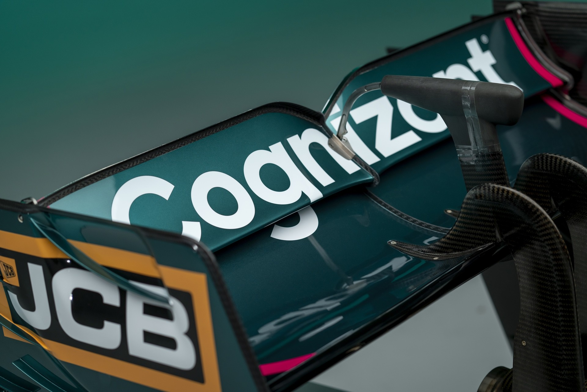 Aston-Martin-Cognizant-Formula-One-TeamAMR2109