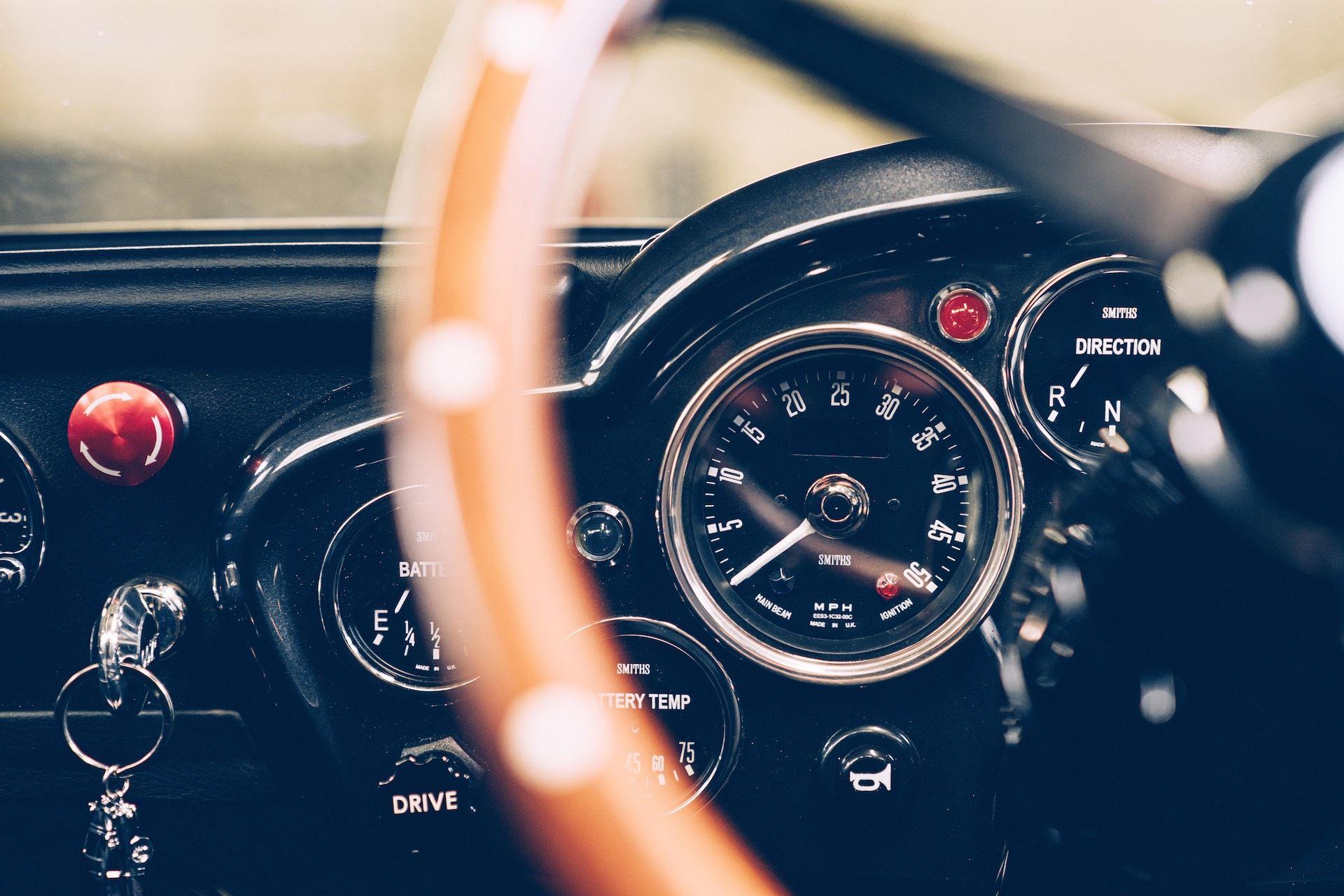Aston-Martin-DB5-Junior-James-Bond-Edition-9