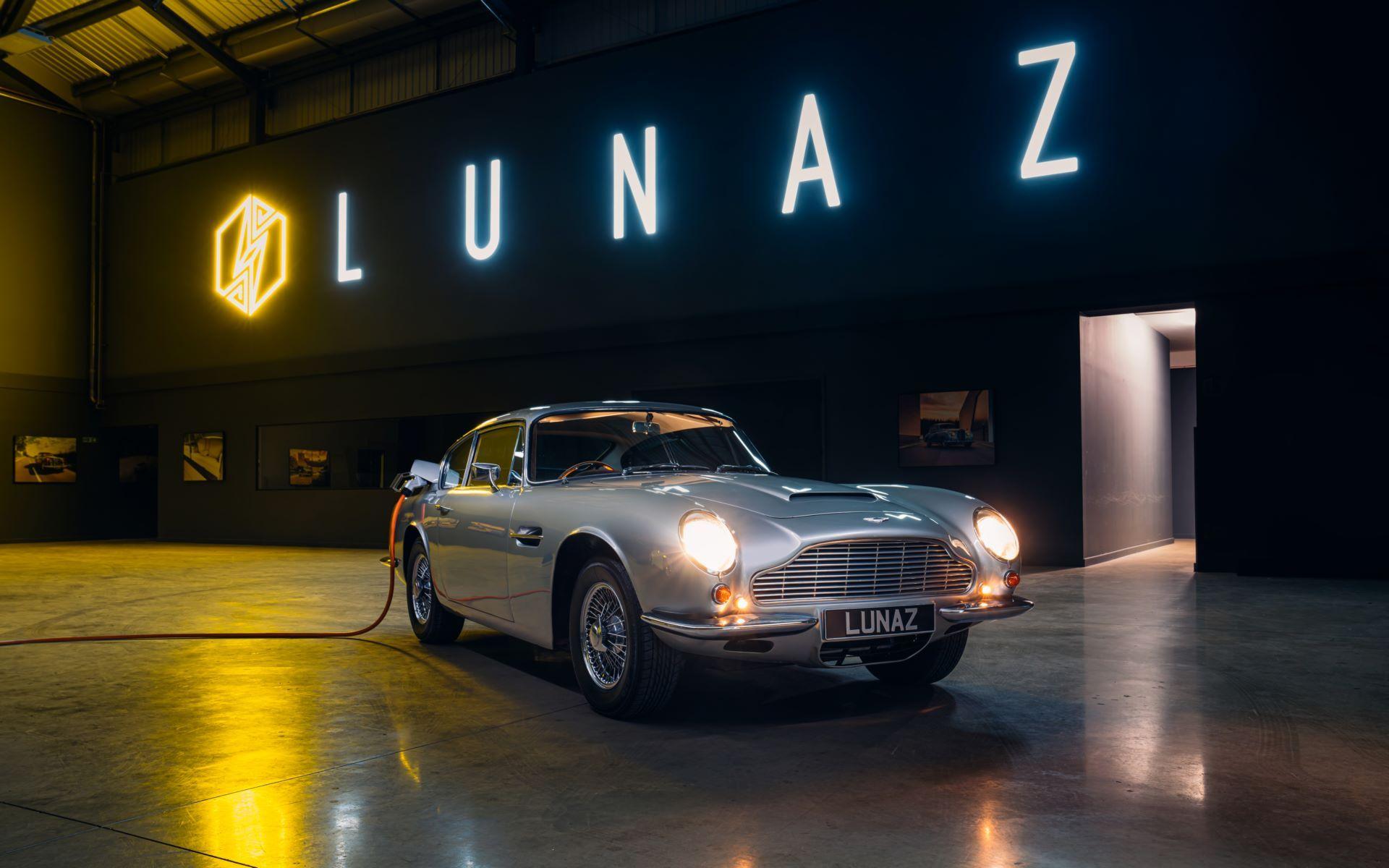 AstonMartin-DB6-LunazHQ