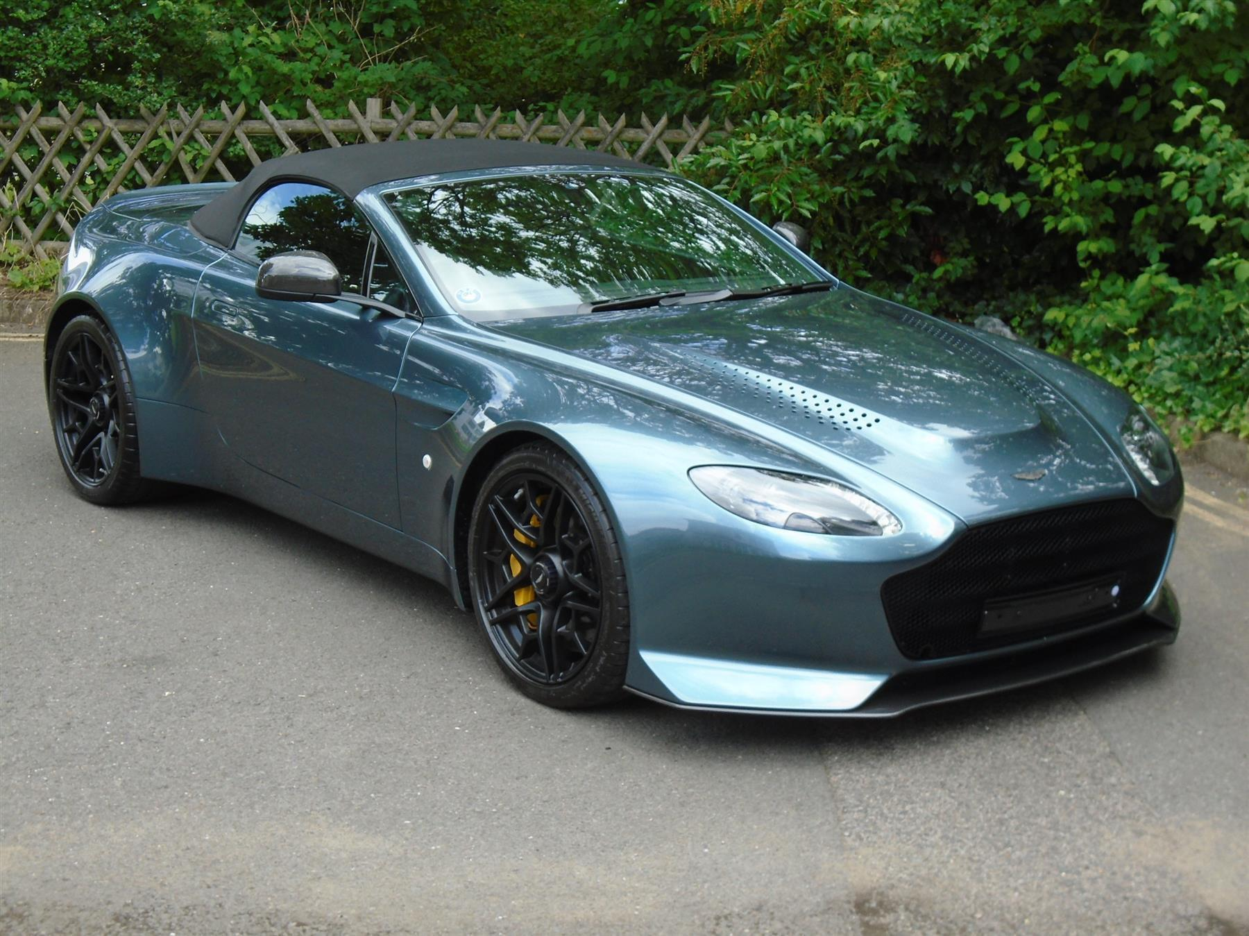 Aston_Martin_V12_Vantage_V600_Roadster_sale-0000