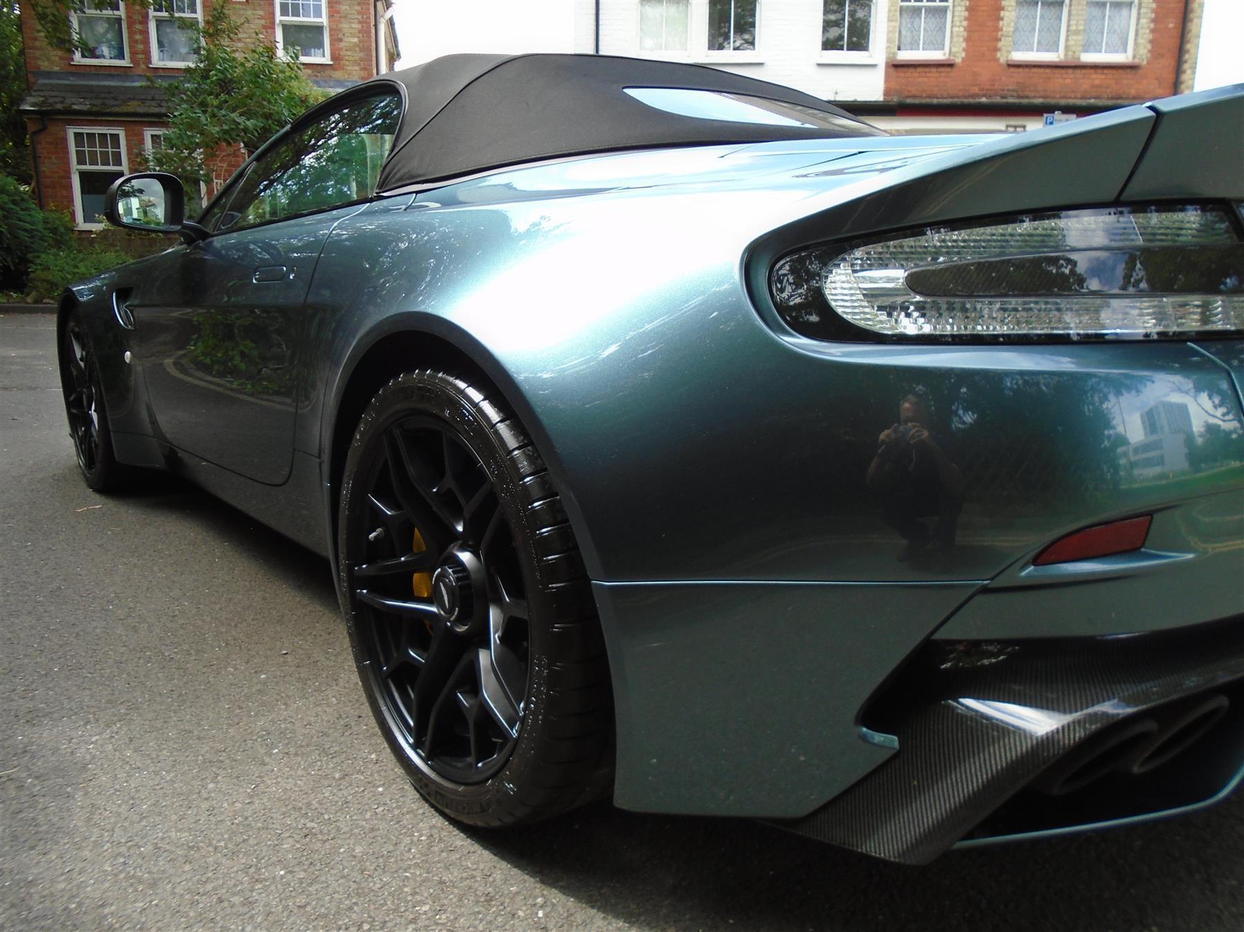 Aston_Martin_V12_Vantage_V600_Roadster_sale-0010