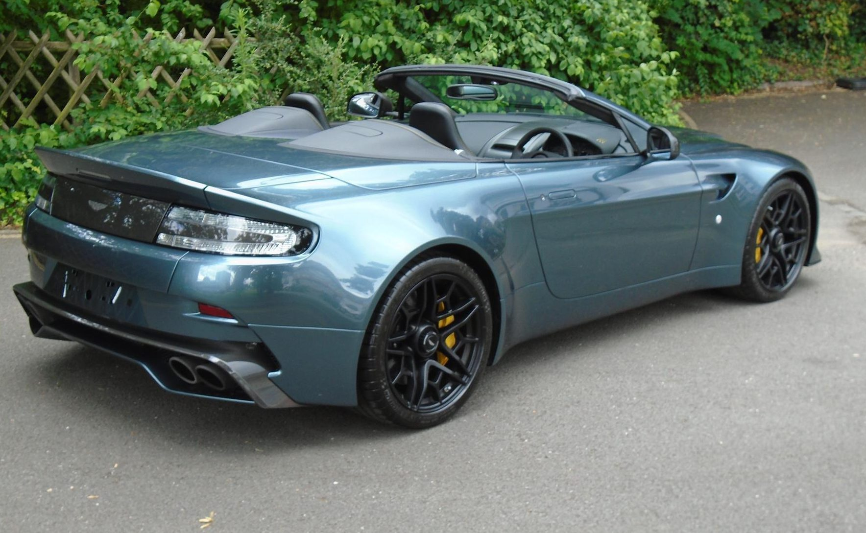 Aston_Martin_V12_Vantage_V600_Roadster_sale-0011