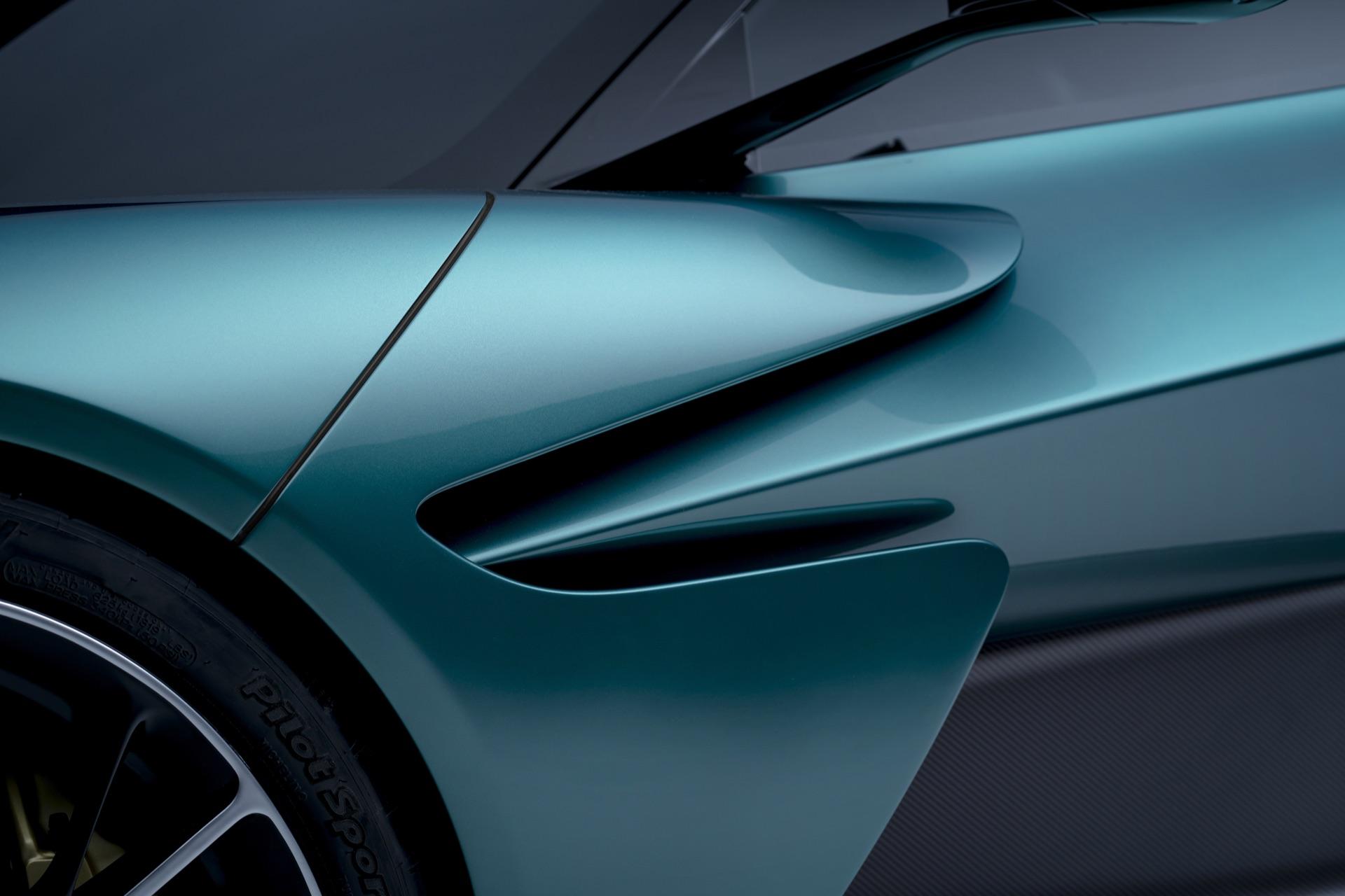 Aston-Martin-Valhalla-8