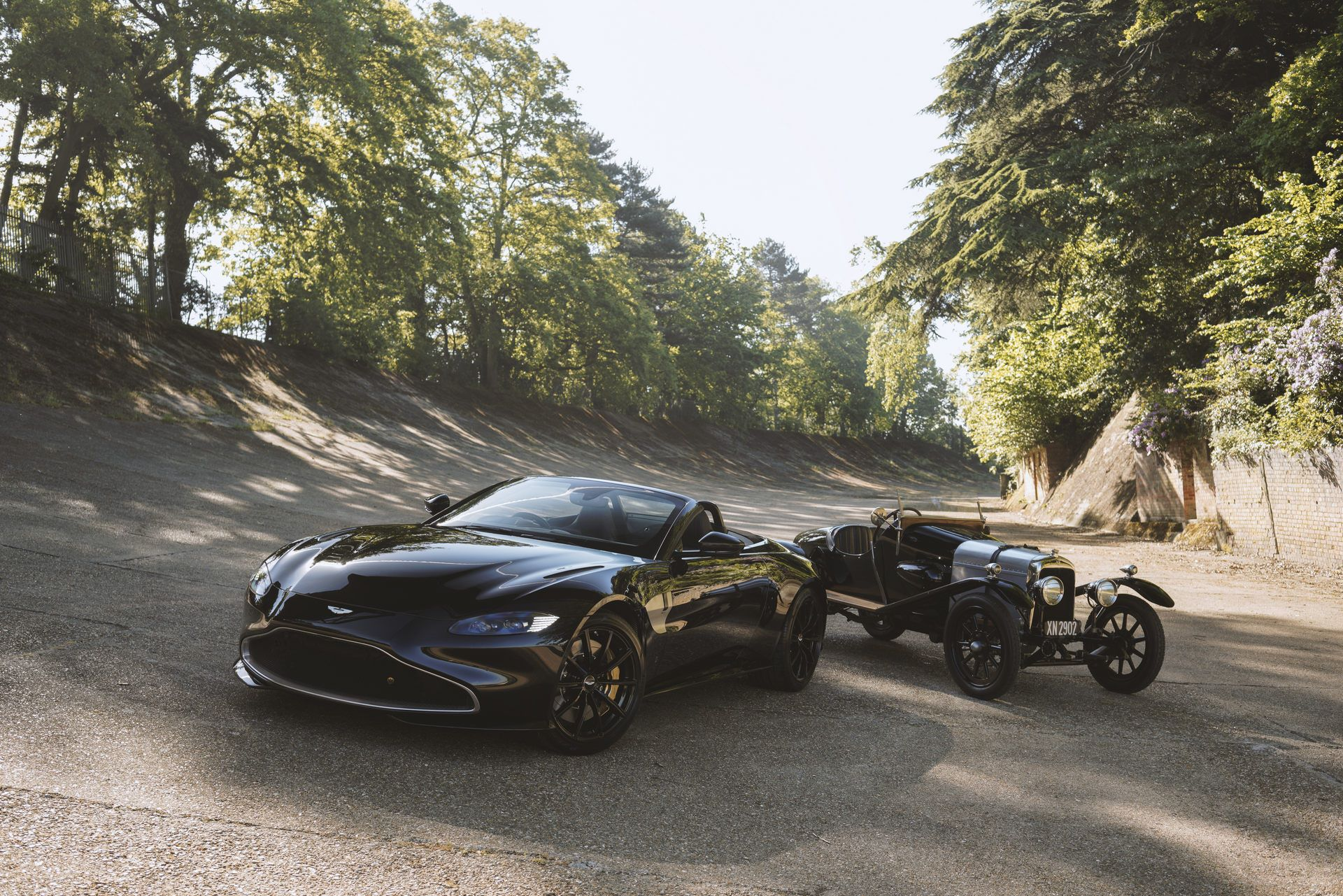Aston-Martin-Vantage-Roadster-A3-1