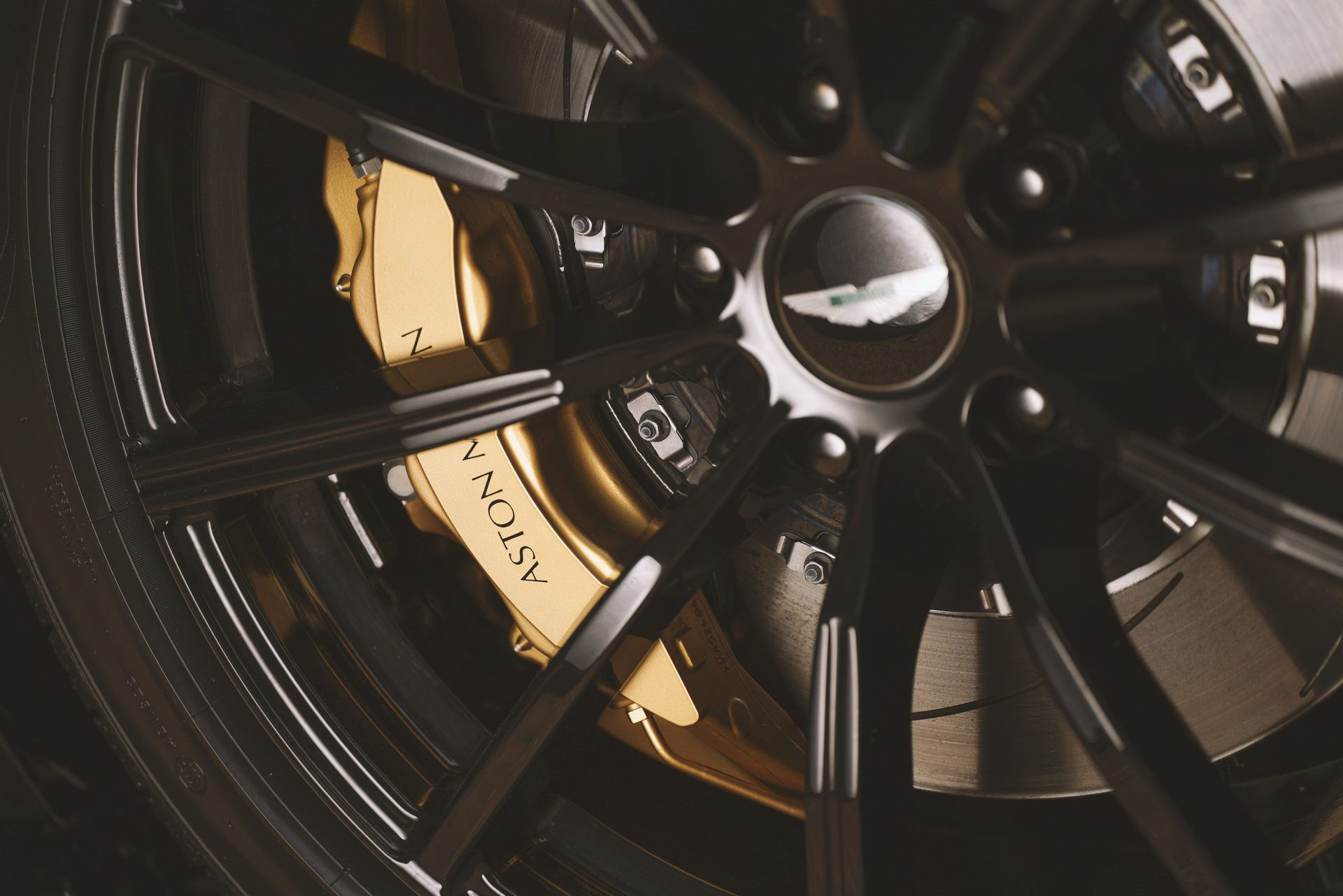 Aston-Martin-Vantage-Roadster-A3-13